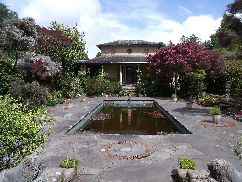 Referensi Desain Taman Belakang Rumah Dan Kolam Renang Terbaru
