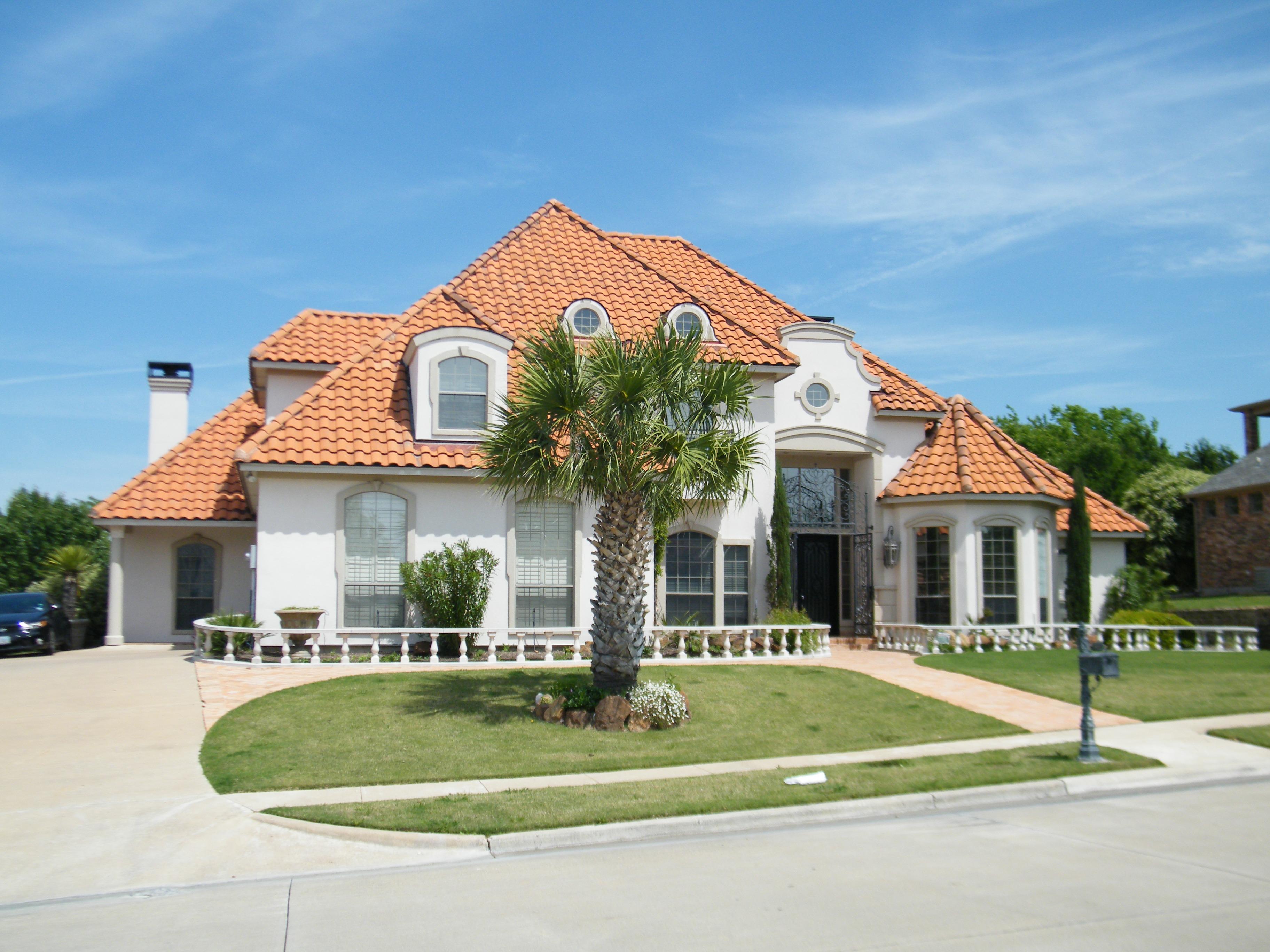 Rasen Villa Villa Haus Palme Dach Gebäude Zuhause Vorort Fassade Residenz  Eigentum Blauer Himmel Fliesen Immobilien