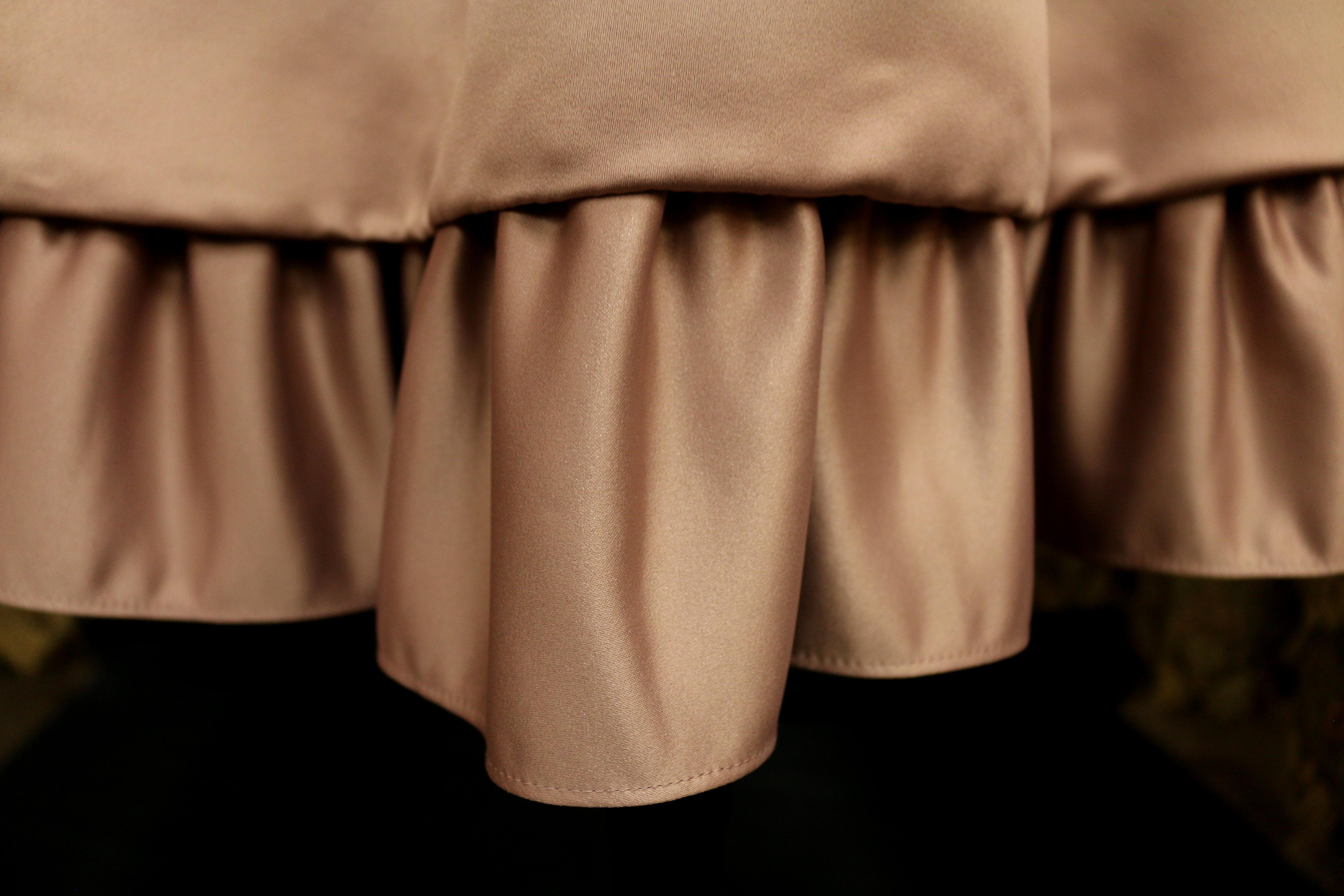 15c0c324e8ae læder gardin tøj materiale Indretning produkt tekstil kjole satin flæse  hemline søm