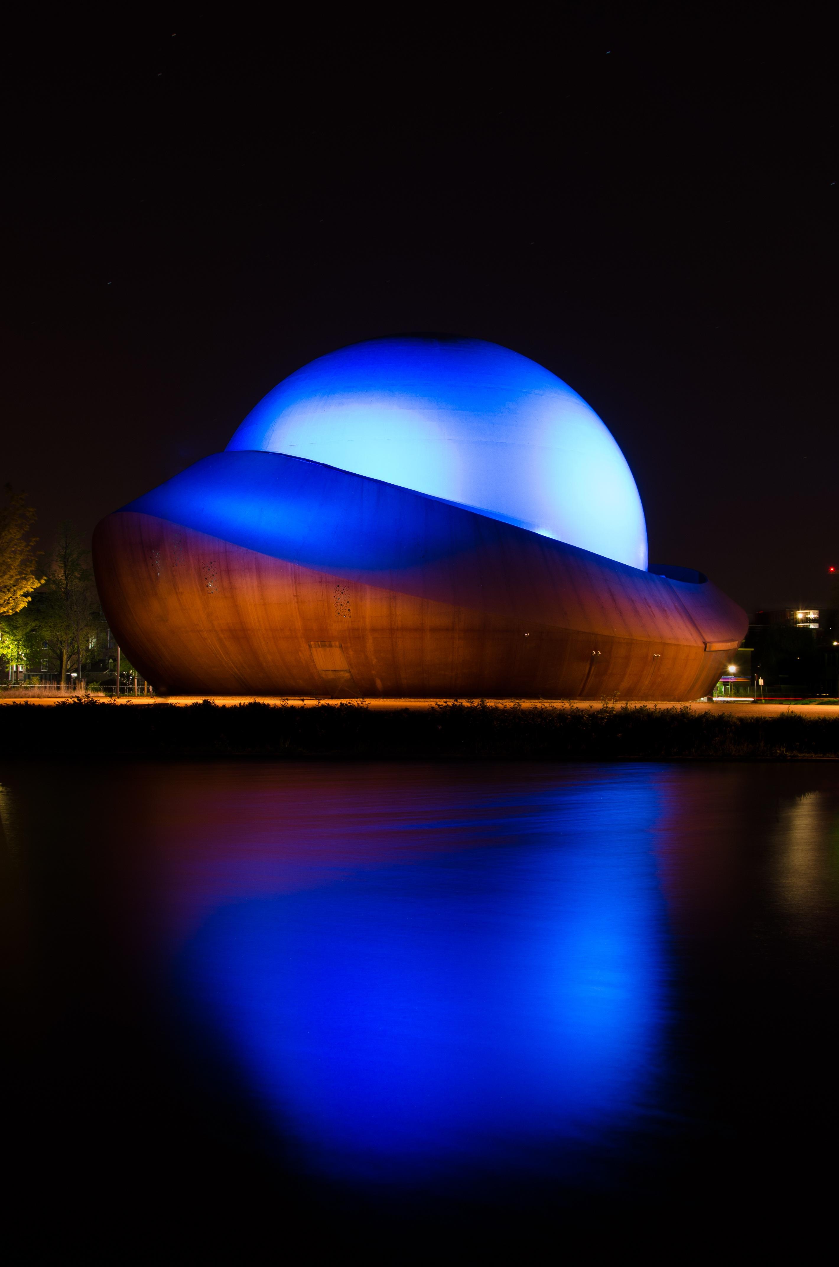 licht architectuur nacht gebouw atmosfeer oranje reflectie kleur duisternis blauw verlichting theater gebied theater vorm groningen