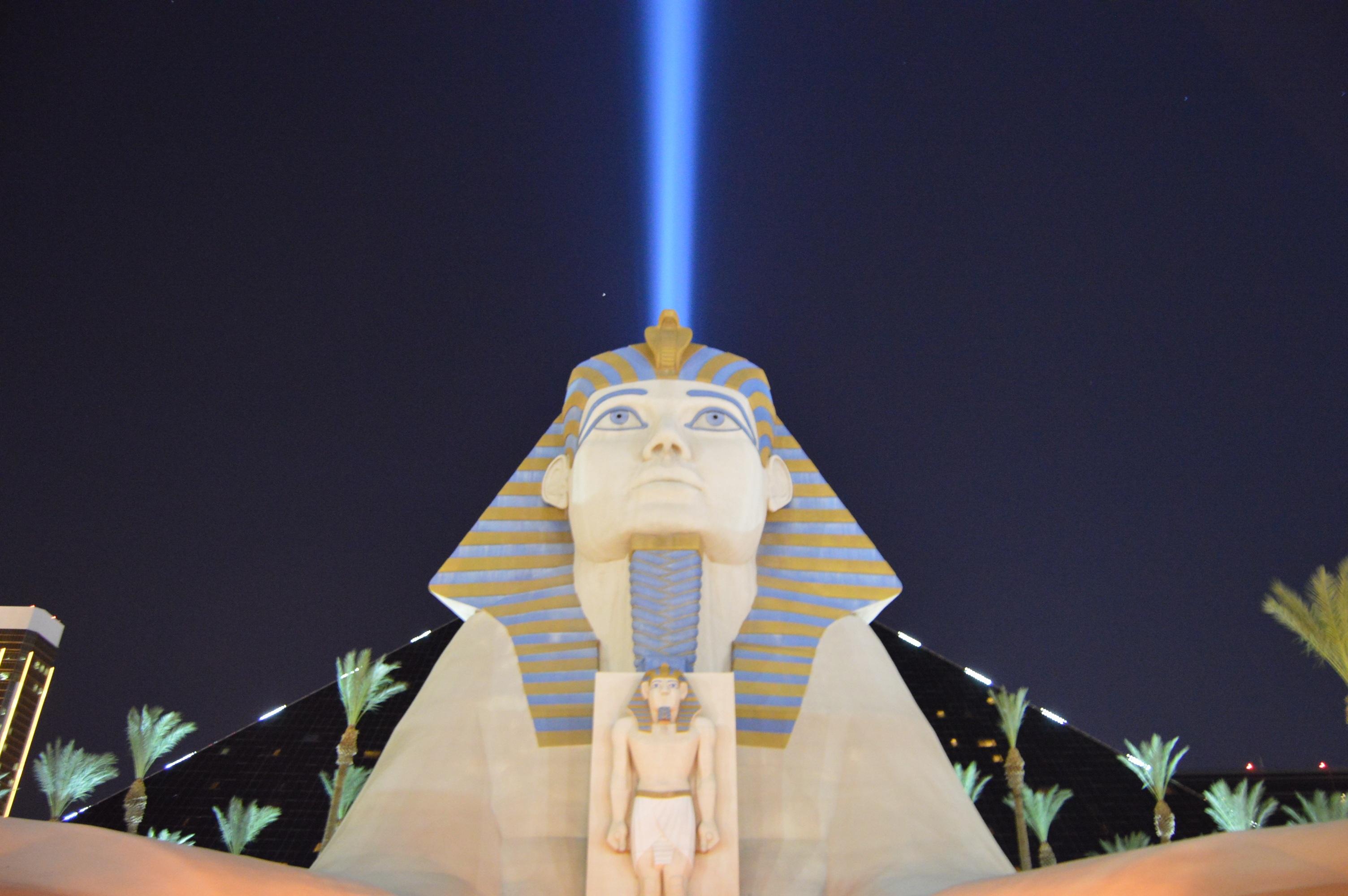 картинки : легкий, архитектура, ночь, пустыня, здание, город, отпуск, путешествовать, статуя, Пирамида, США, Древний, Ночная жизнь, Синий, Привлечение, ...