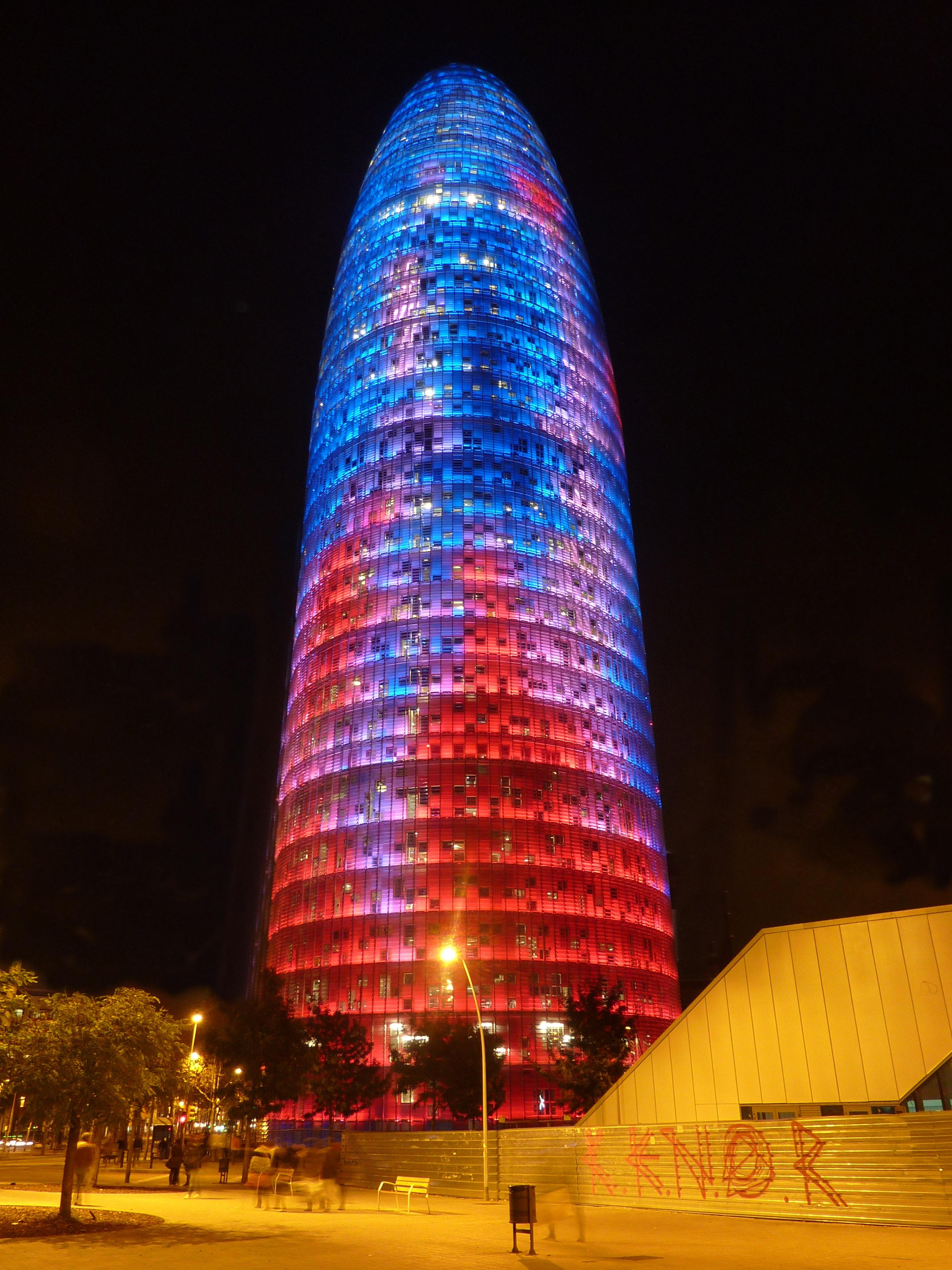Fotos gratis ligero arquitectura noche ventana vaso for Oficina de turismo barcelona