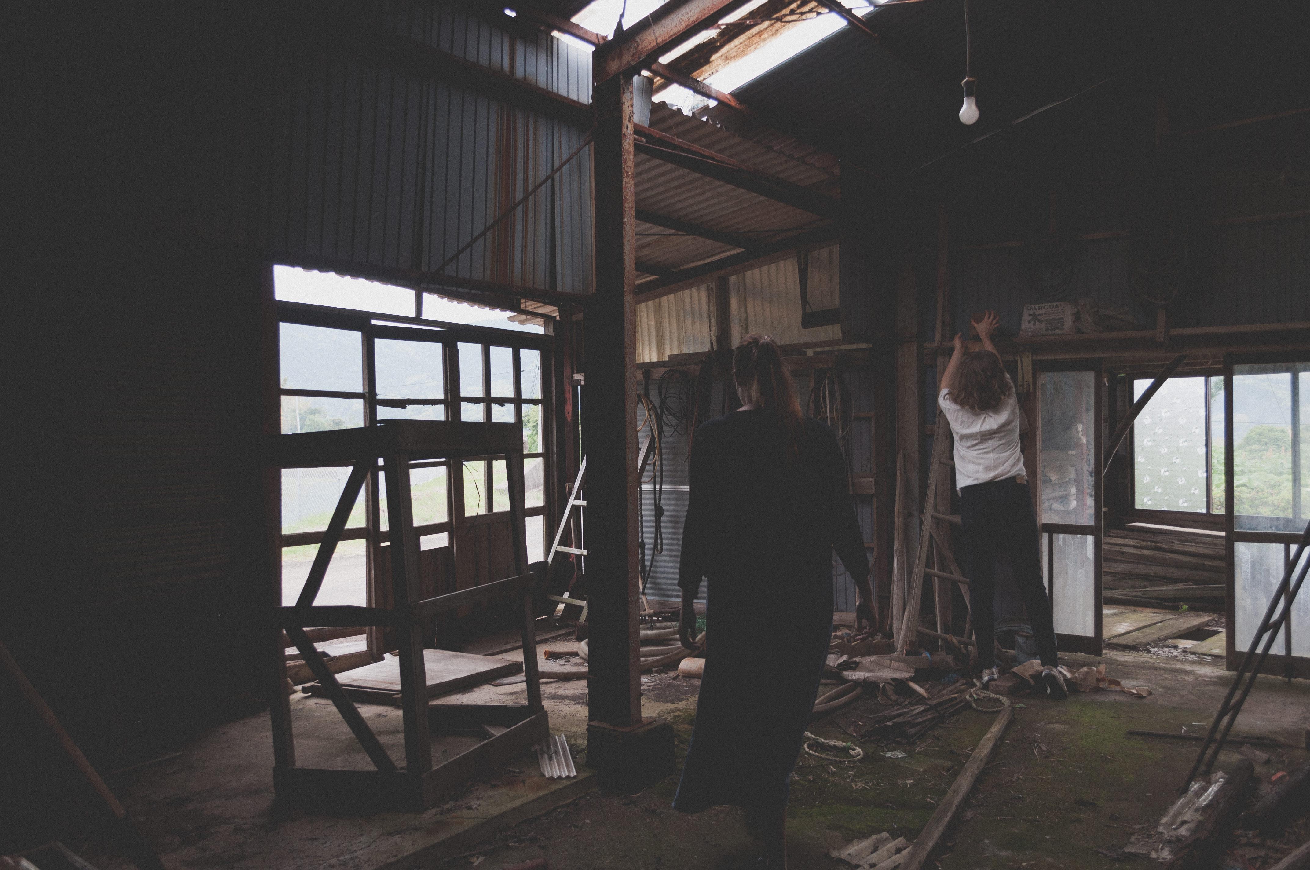 Huis Donker Hout : Gratis afbeeldingen licht architectuur mensen hout huis