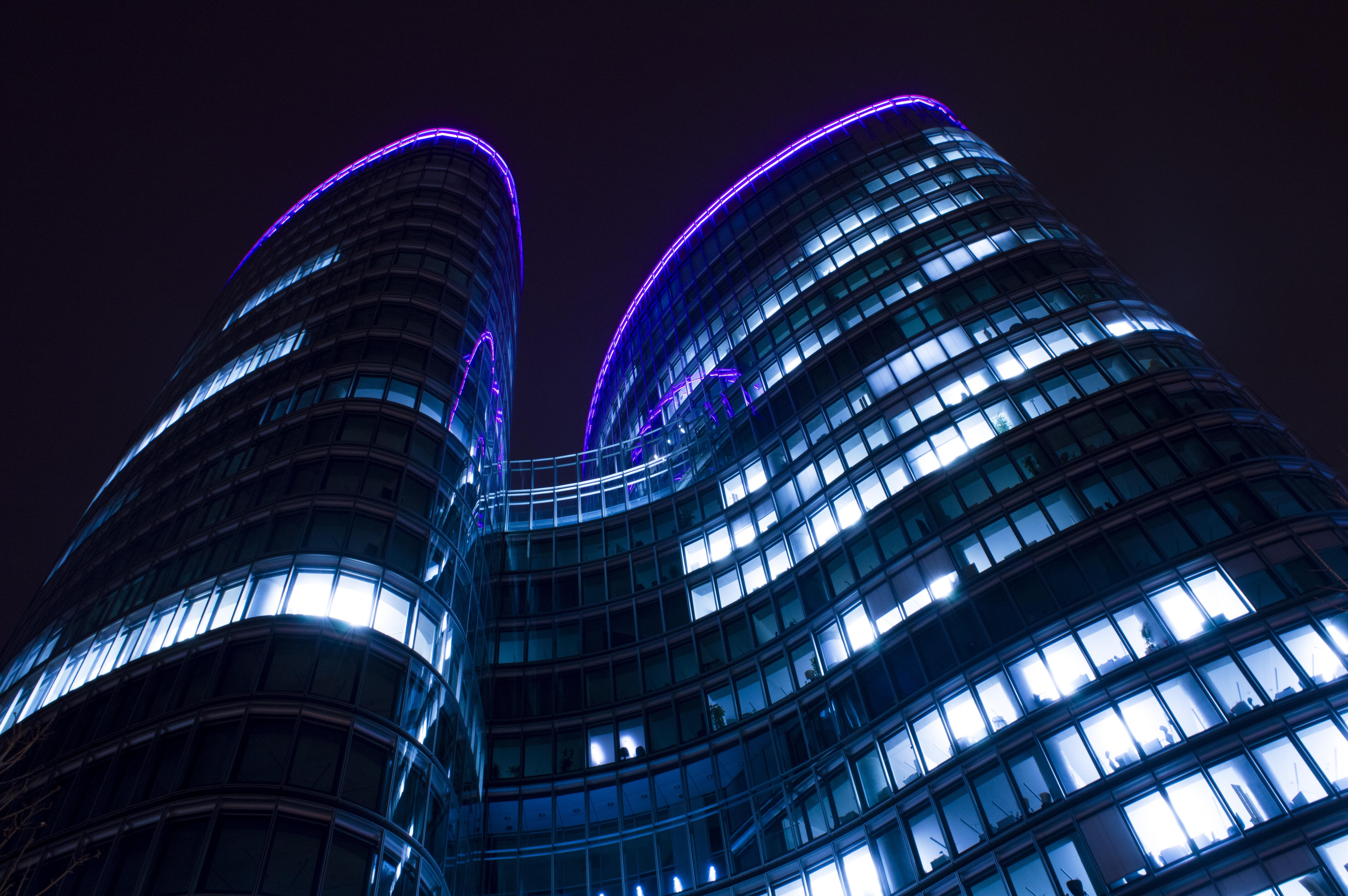Immagini belle leggero architettura cielo notte - La finestra viola ...