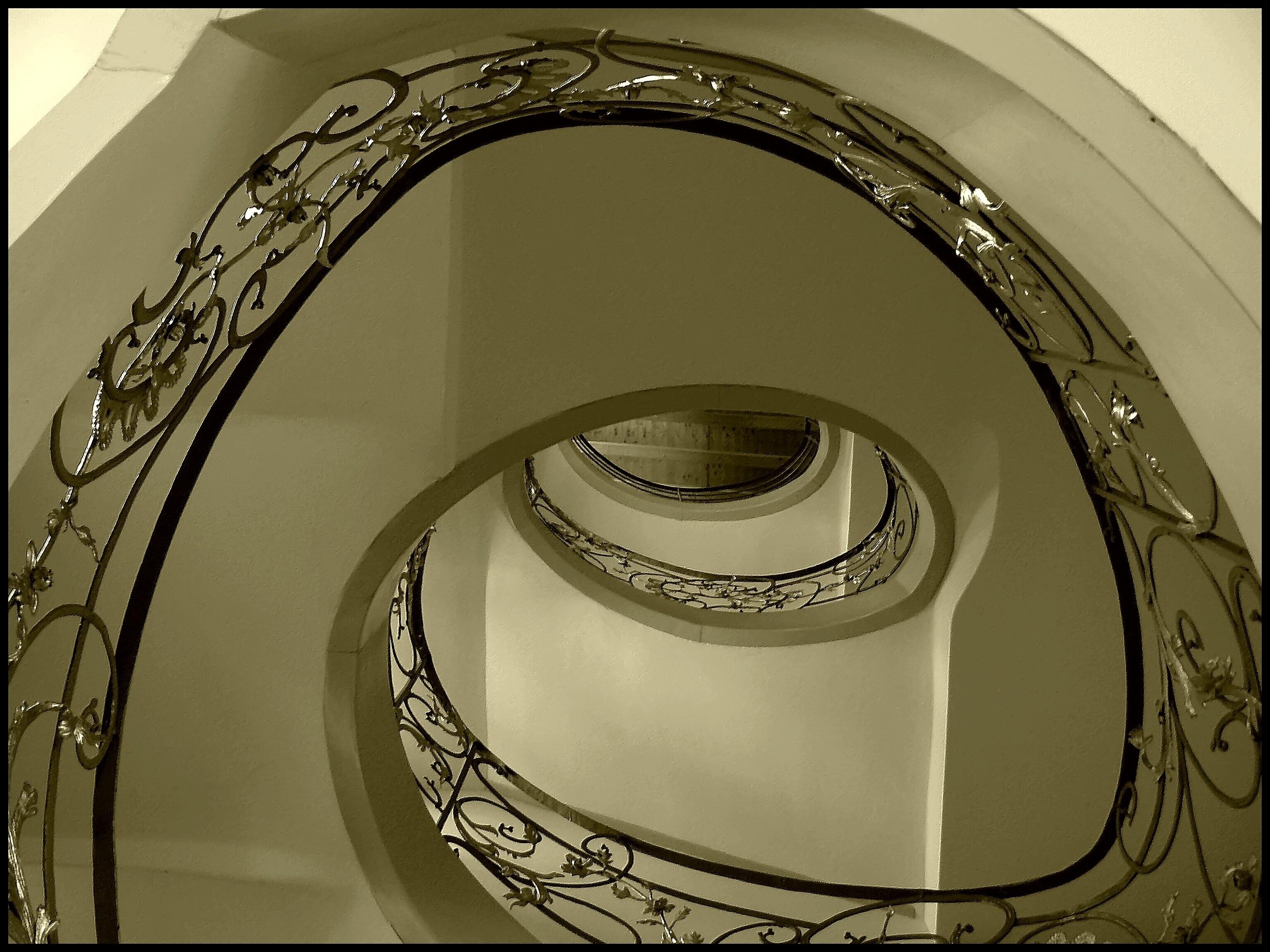 Immagini belle leggero architettura ruota spirale - Scale a chiocciola foto ...