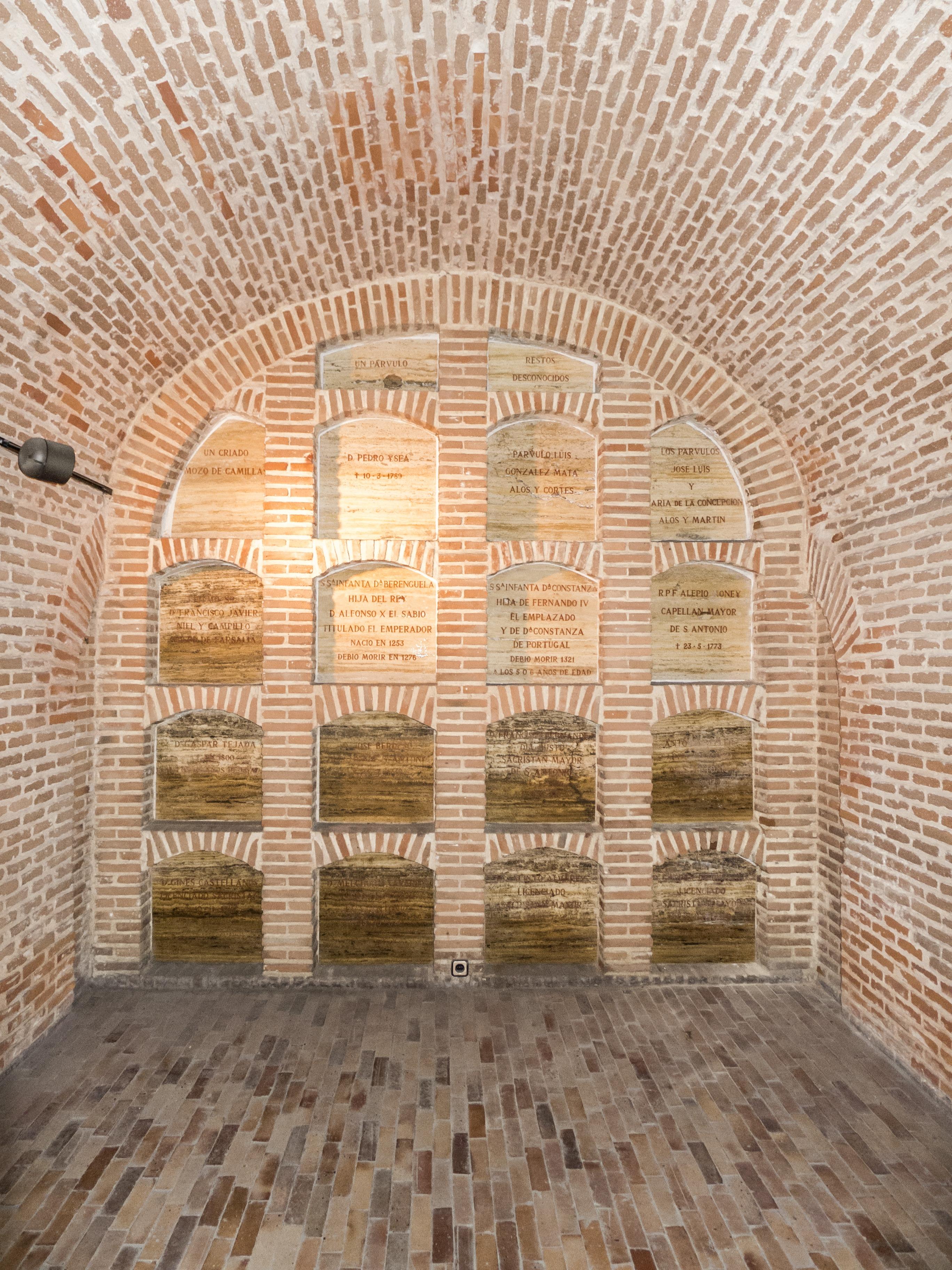 Fotos gratis ligero arquitectura madera piso t nel for Arquitectura de interiores madrid