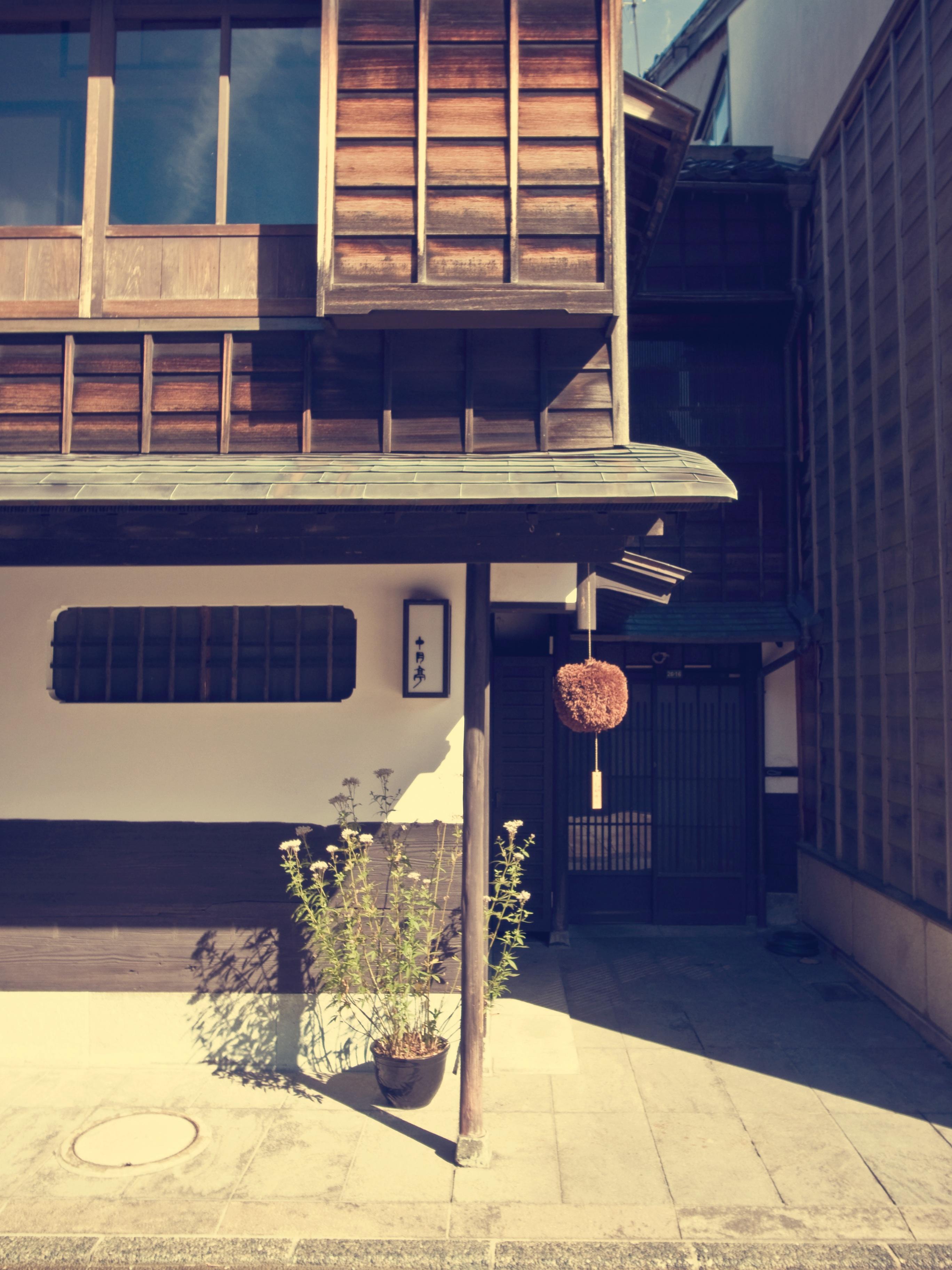 ligero madera casa ventana casa pared color fachada azul mueble iluminacin diseo de interiores diseo