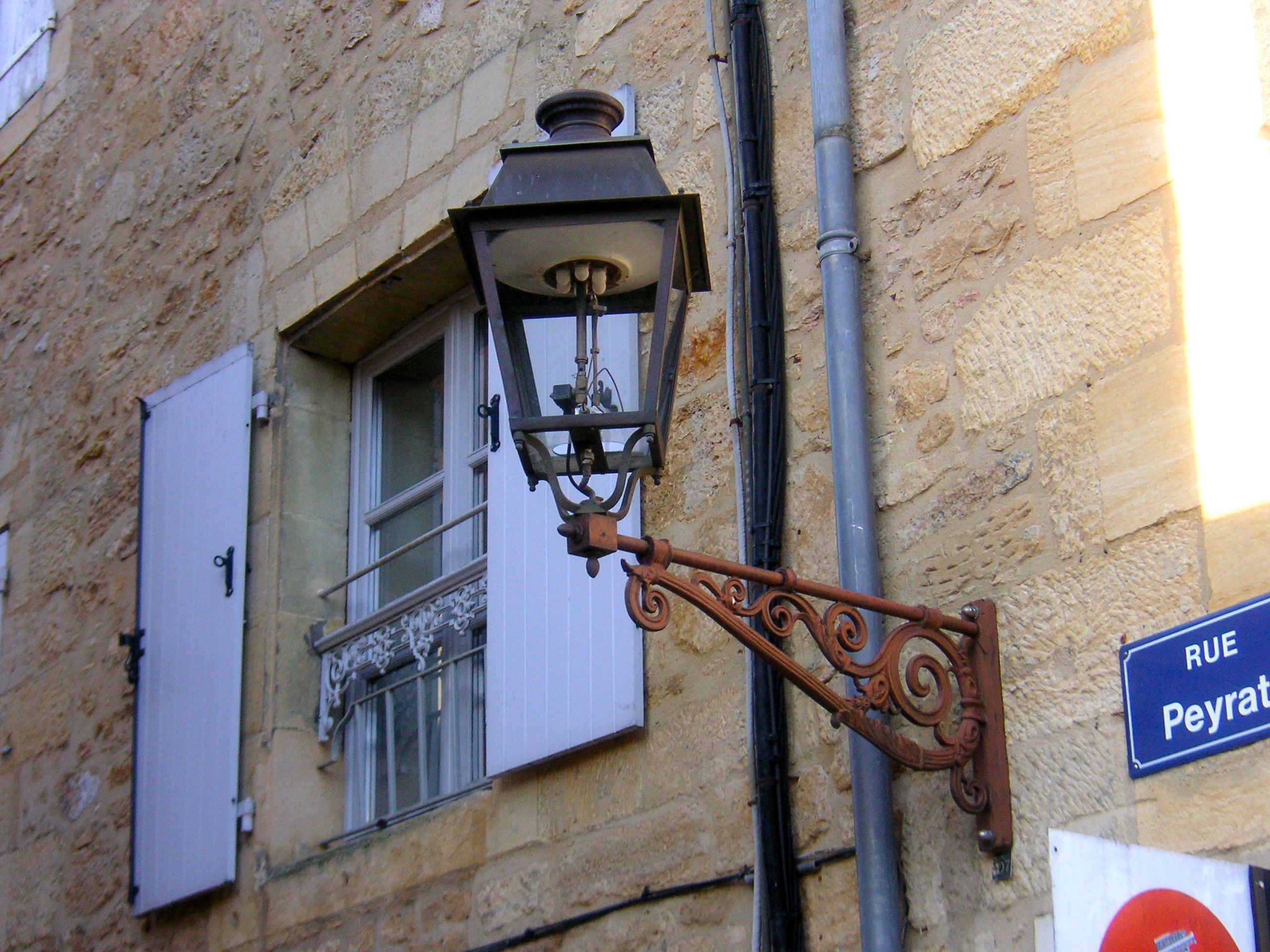 무료 이미지 : 빛, 건축물, 목재, 도로, 포도 수확, 창문, 벽, 기호 ...