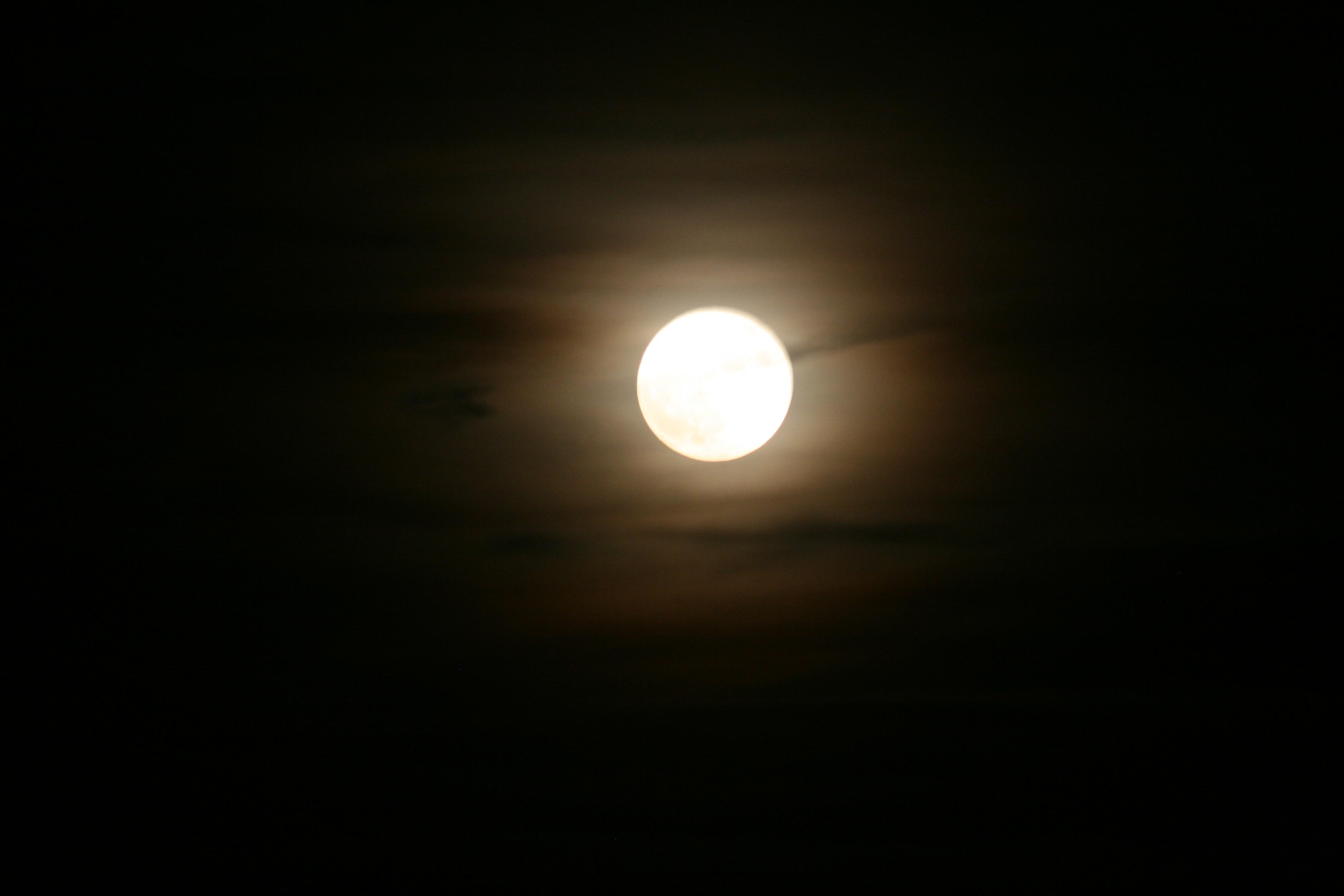 hình ảnh : ánh sáng, không khí, bóng tối, mặt trăng, trăng tròn, Ánh trăng,  vòng tròn, biến cố, Đối tượng thiên văn, Sự kiện thiên thể 3888x2592