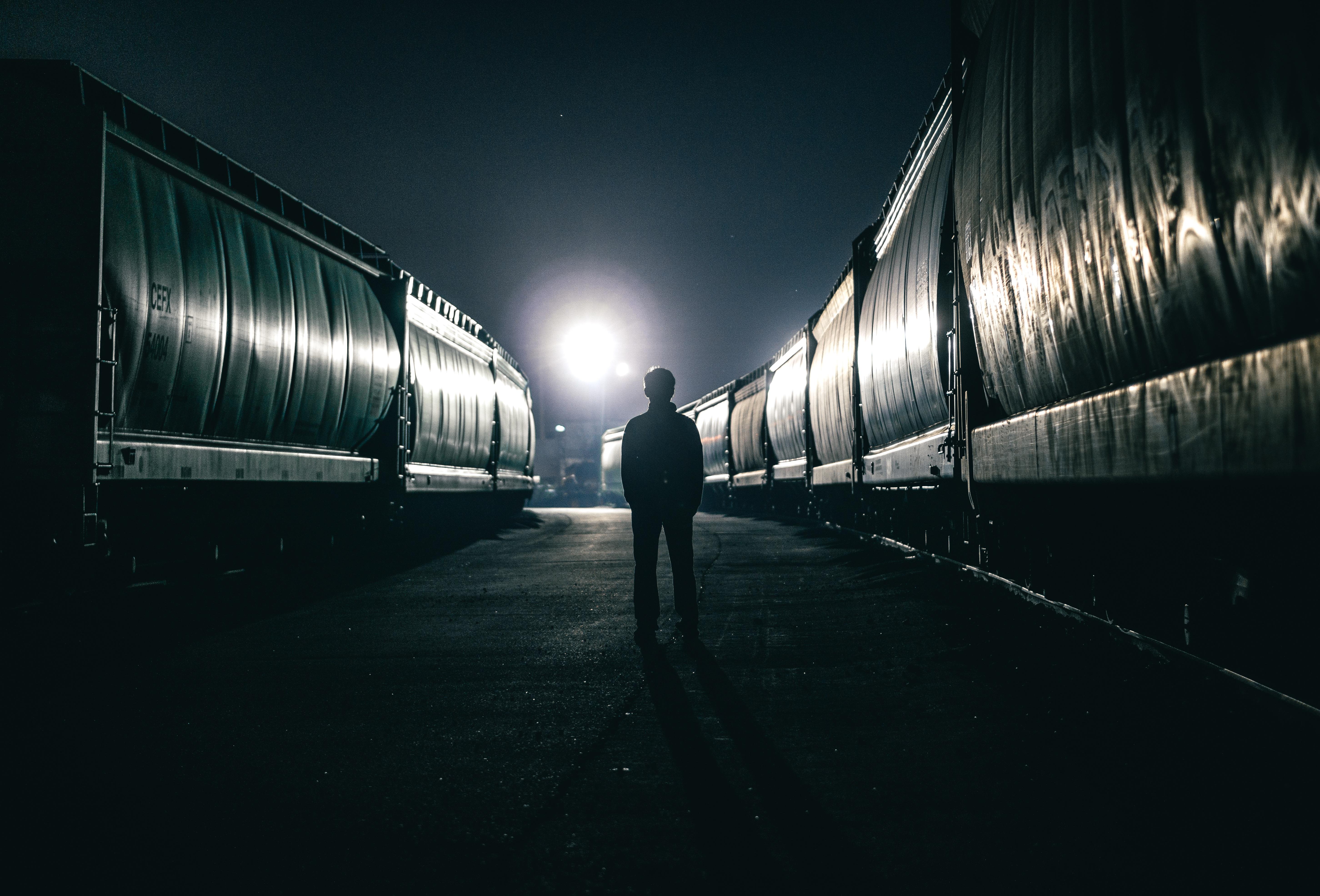 wandering alone at night - HD1280×869