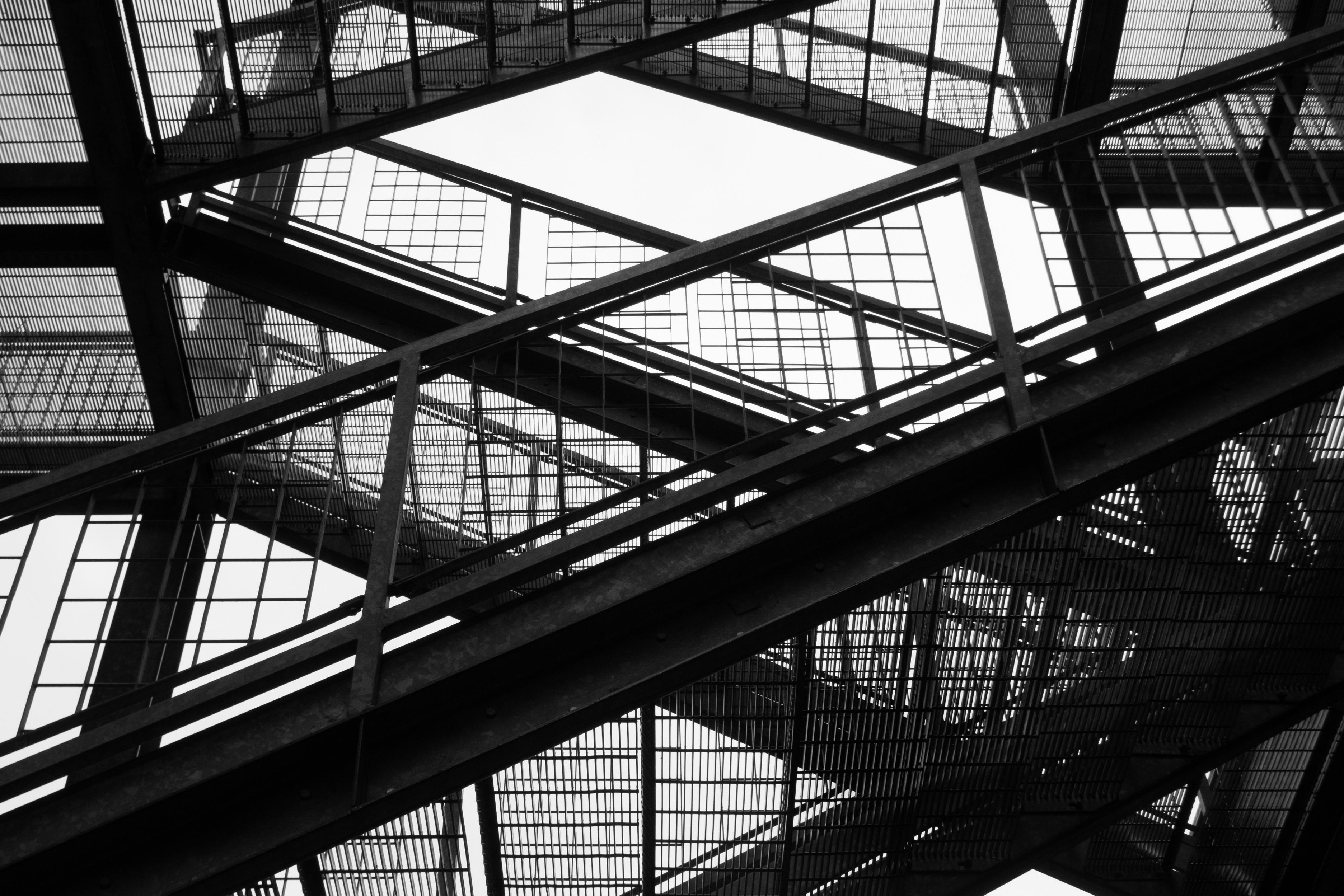 Gratis afbeeldingen : licht zwart en wit architectuur brug