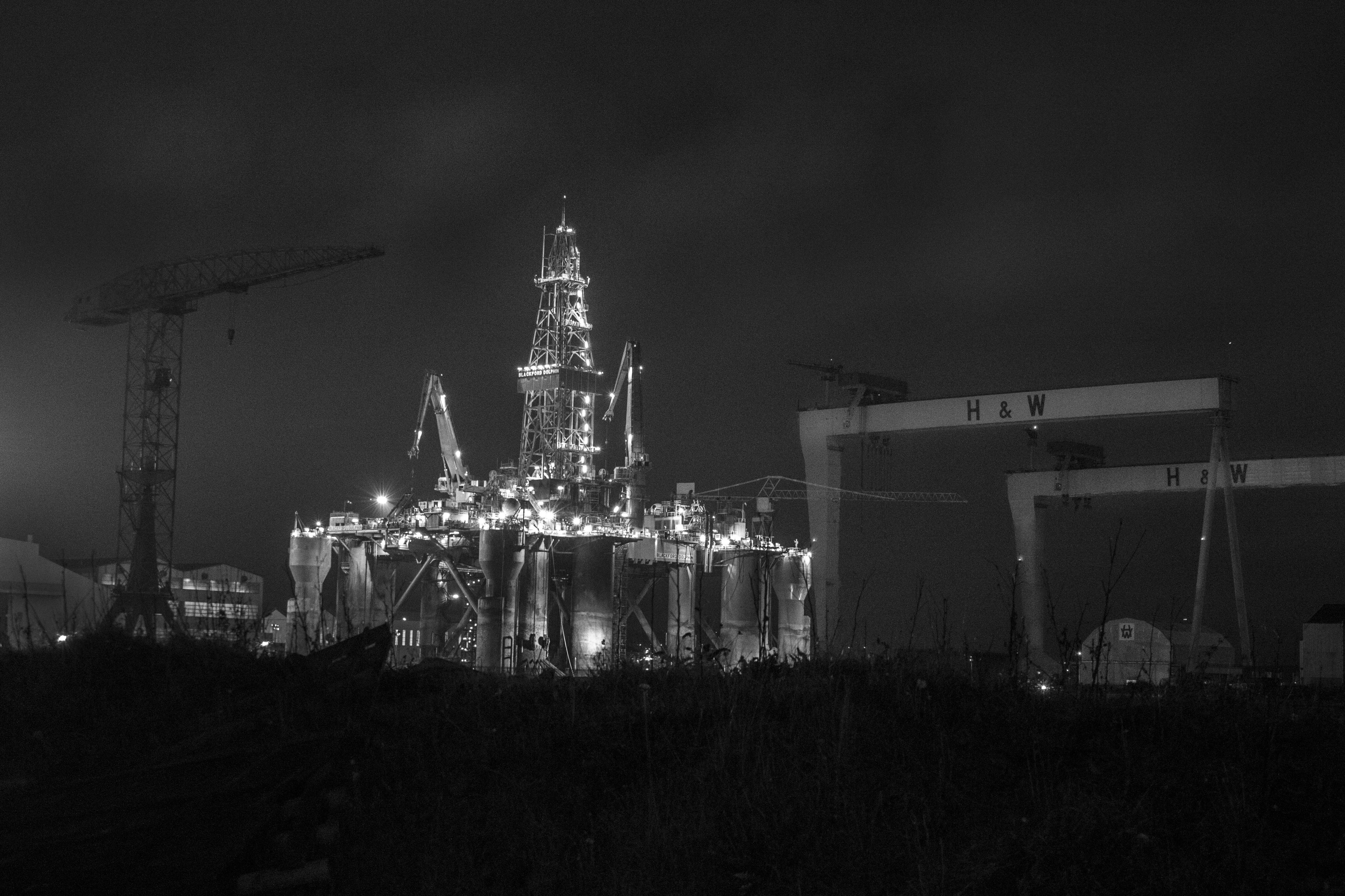 Fotos gratis : ligero, en blanco y negro, horizonte, noche, ciudad ...