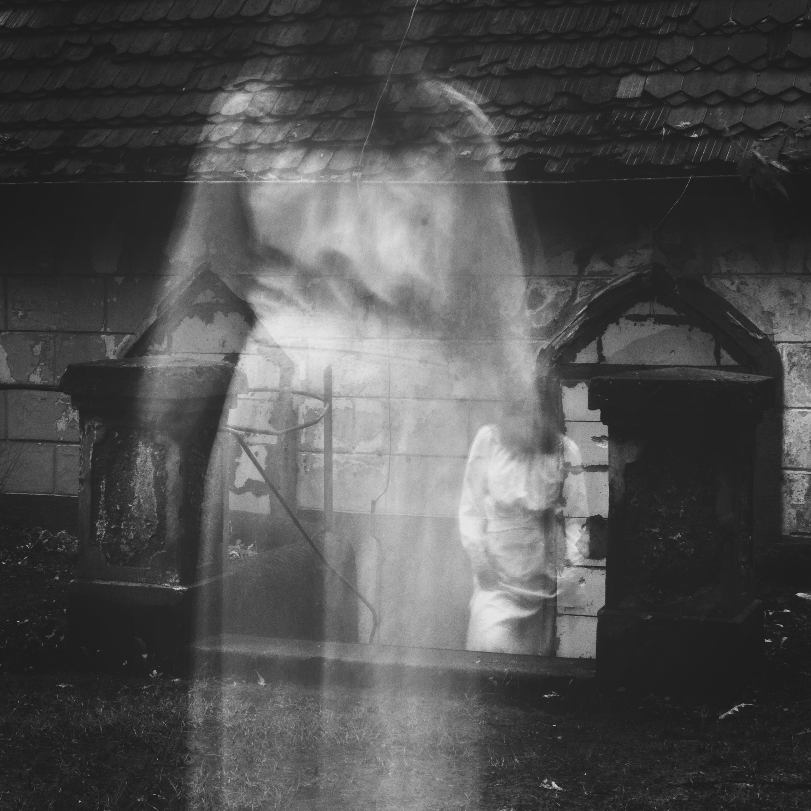 картинки с духами и призраками экземпляр любимого