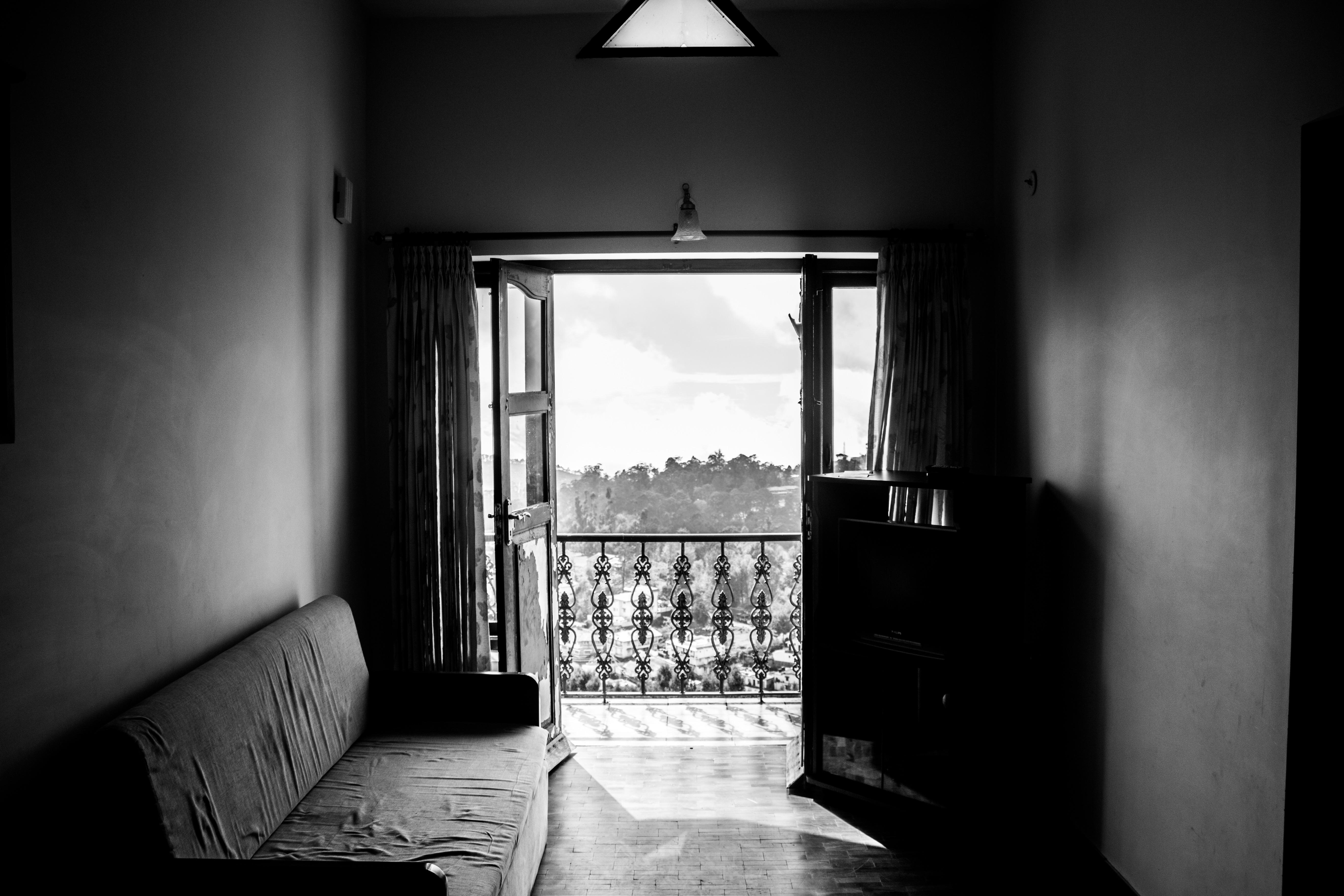 Zwart Wit Appartement : Gratis afbeeldingen : licht zwart en wit huis uitzicht balkon