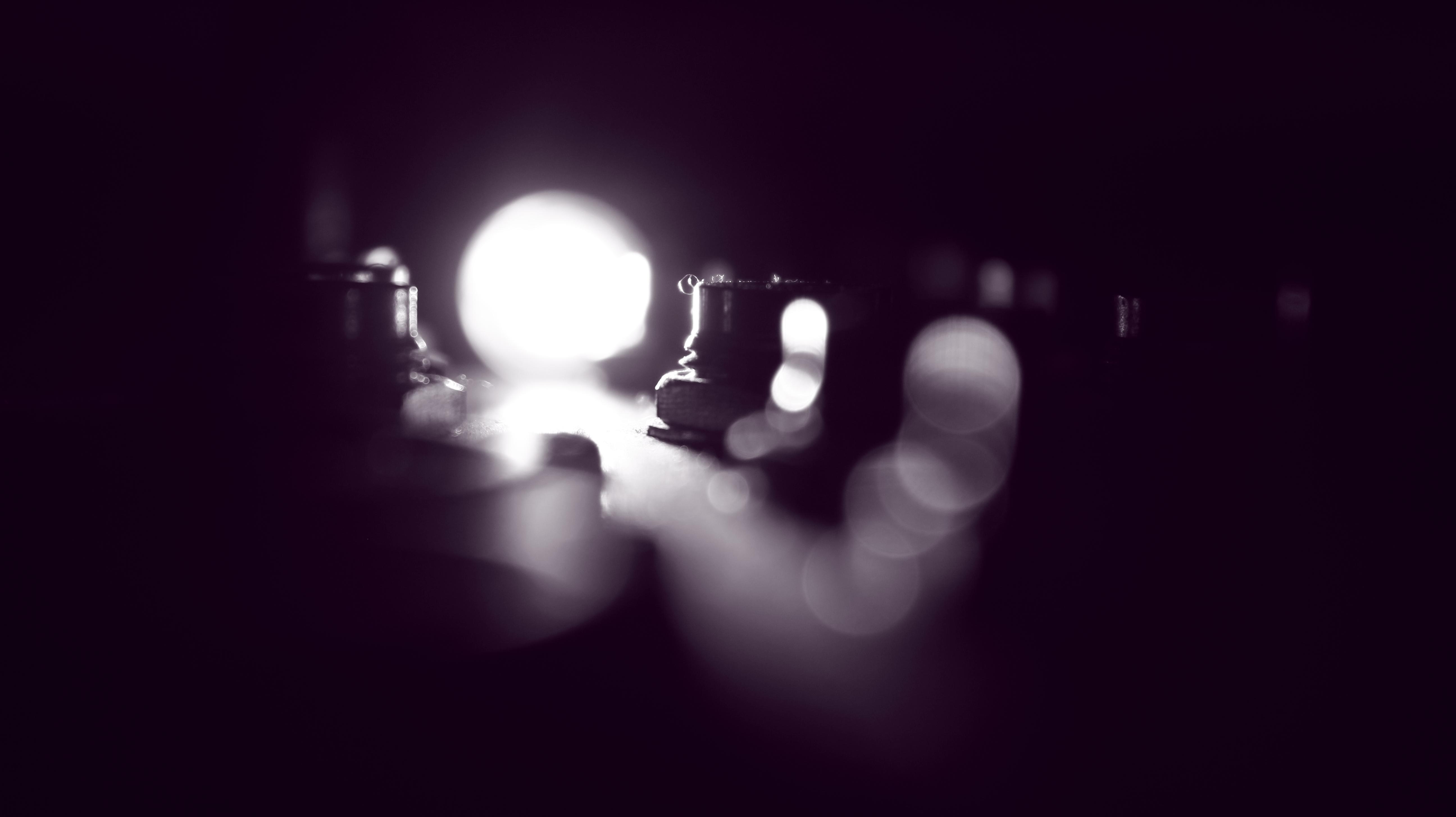 Fotos gratis : ligero, Bokeh, difuminar, abstracto, en blanco y negro, oscuro, color, oscuridad, iluminación, destacar, circulo, iluminado, Lente de bengala, art, destello, luces, atención, diseño, brillante, forma, Fotografía monocroma, Papel pintado de la computadora, luminiscencia 5184x2912