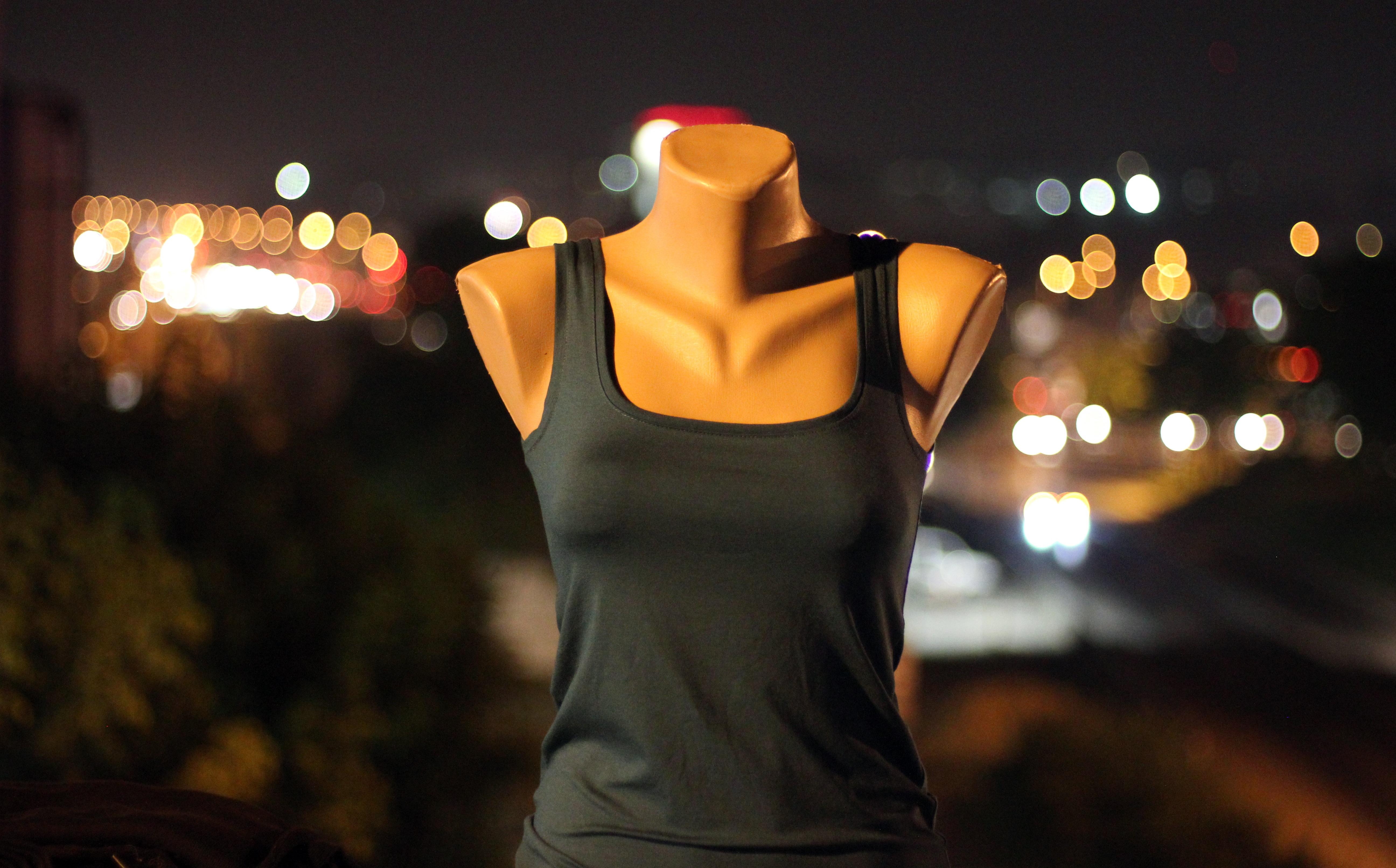 Gambar Cahaya Bokeh Wanita Artis Kegelapan Mode Perbelanjaan