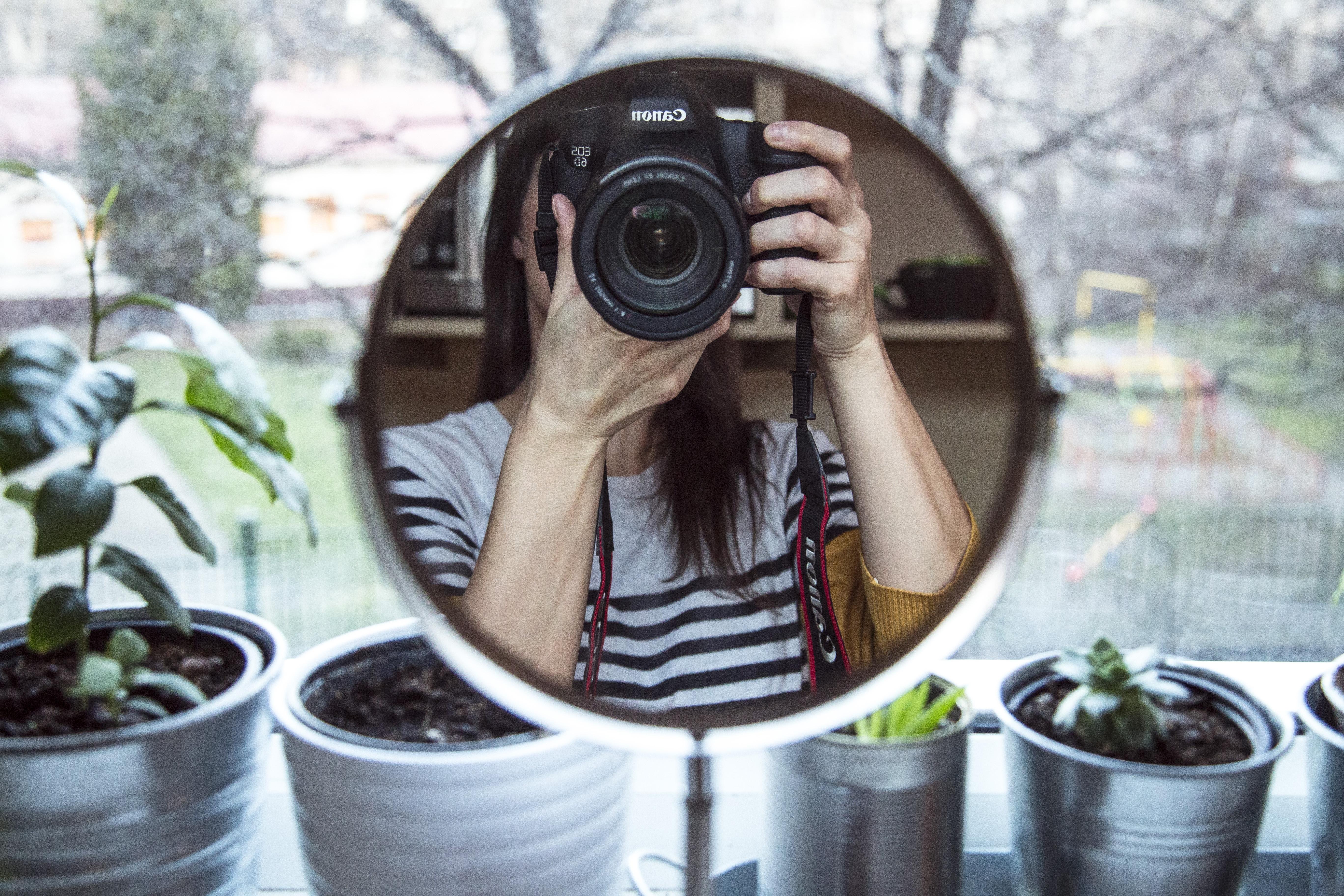 этим сфотографировать в зеркале без камеры шипы можно обнаружить