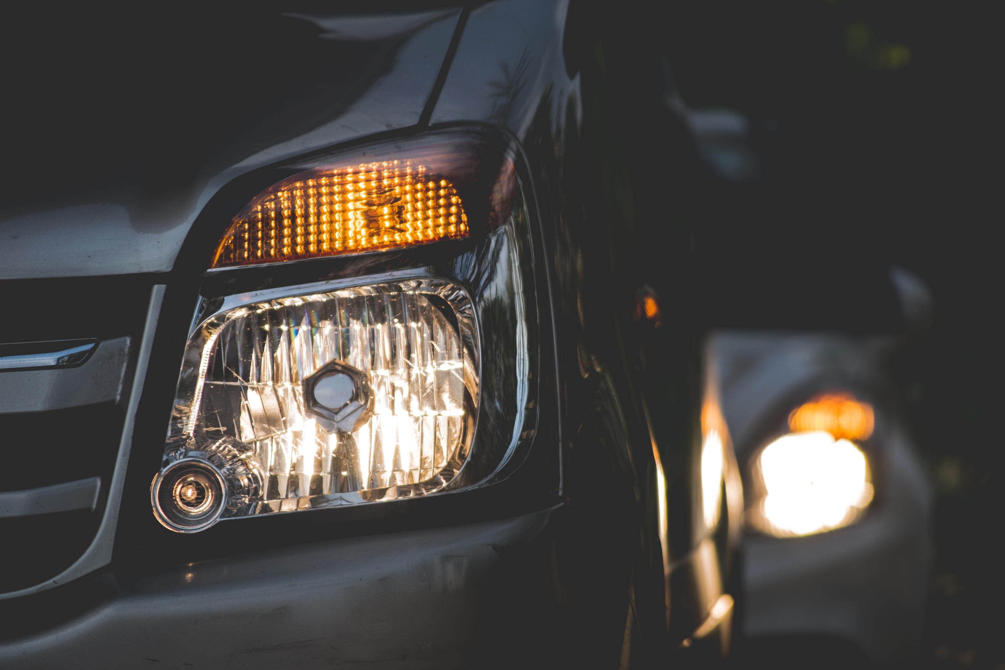 https://get.pxhere.com/photo/light-car-wheel-automobile-vehicle-headlight-lighting-headlamp-bumper-automobile-make-automotive-exterior-automotive-design-40423.jpg