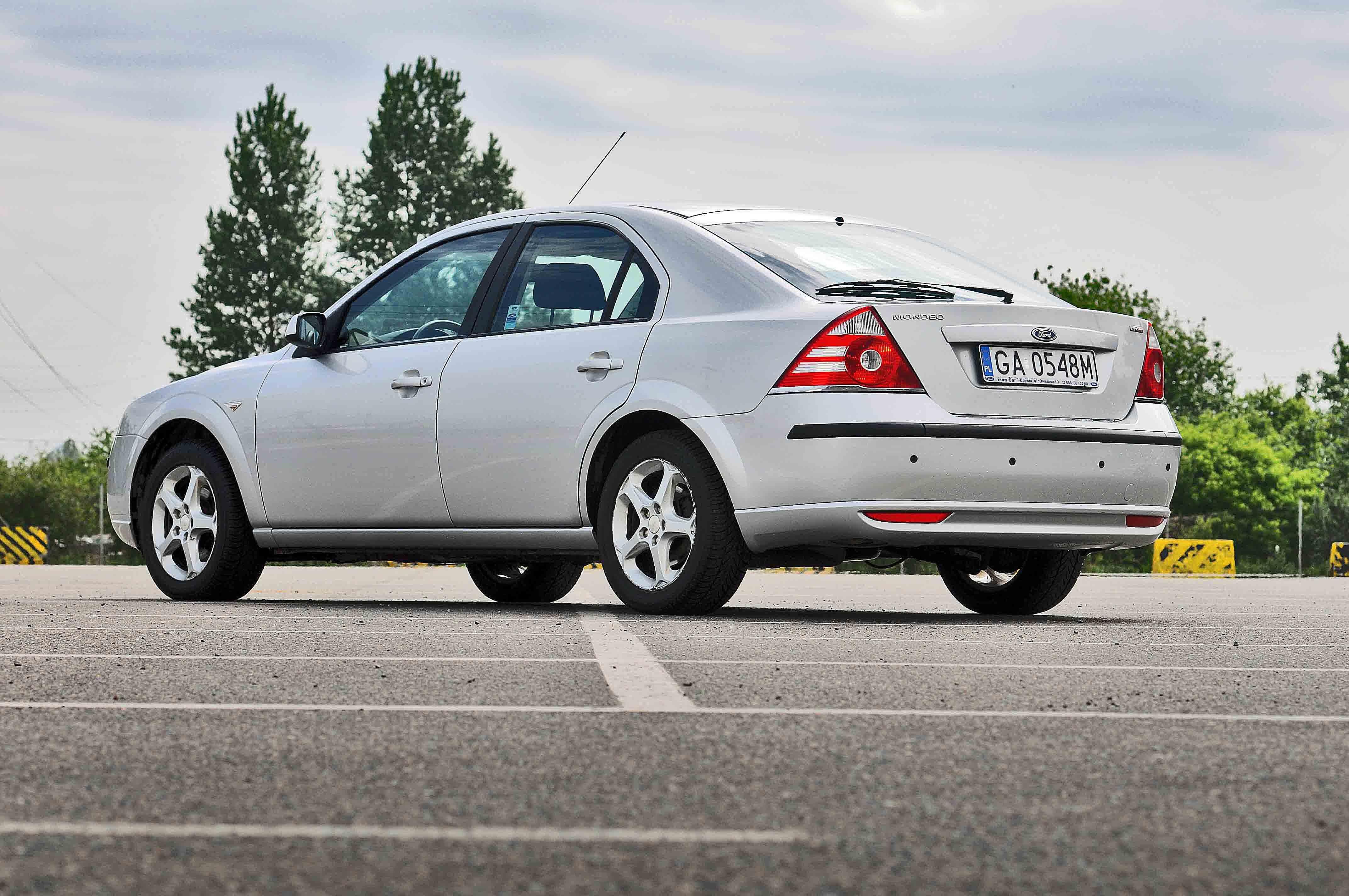 Free Images : light, wheel, parking, asphalt, square, auto, moto, silver, bed, wheels, sedan, diesel, mondeo, used, reflector, offer, alu, the vehicle, ...