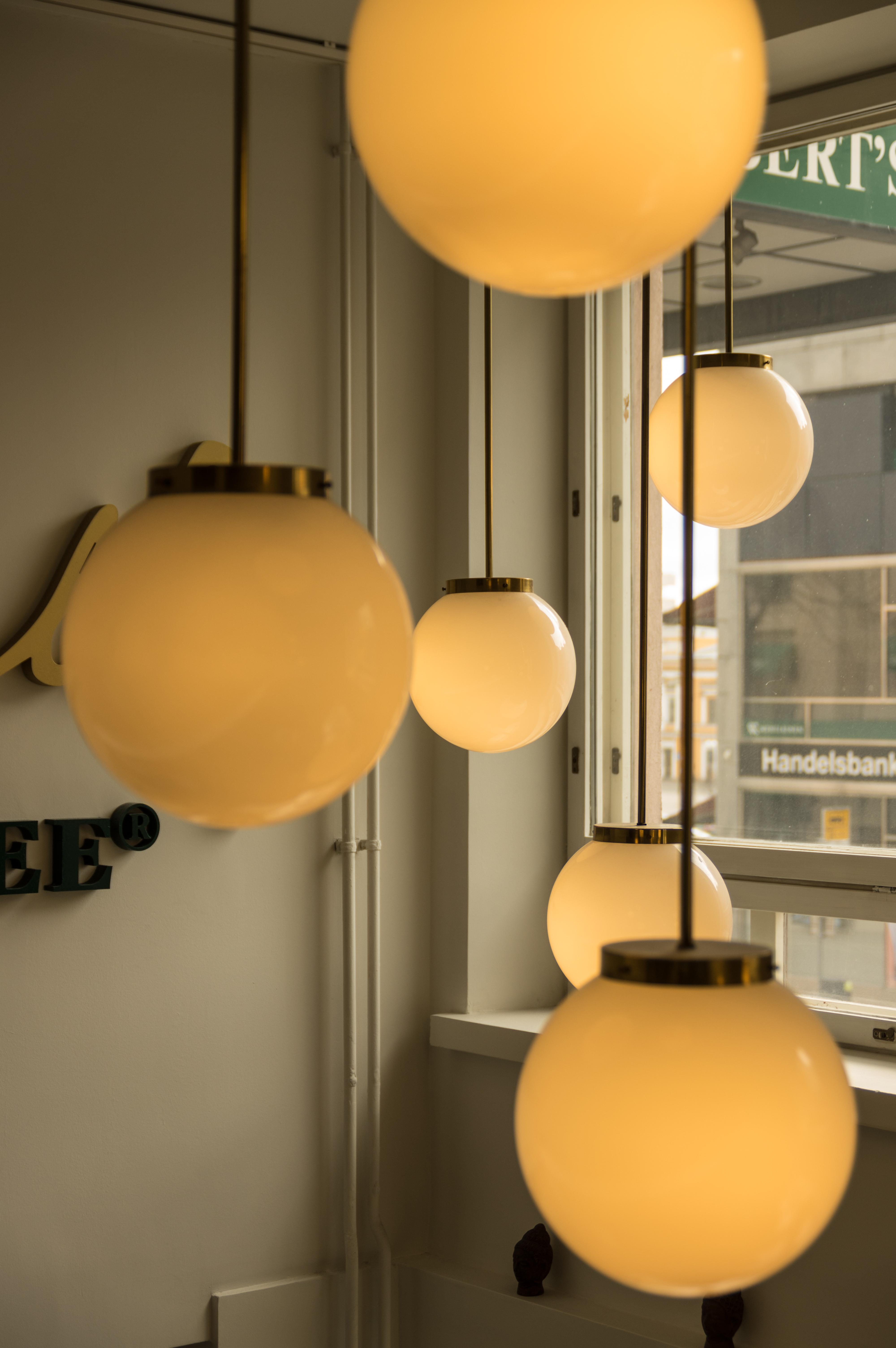 Gratis Afbeeldingen : licht, plafond, kleur, lamp, kamer, geel ...