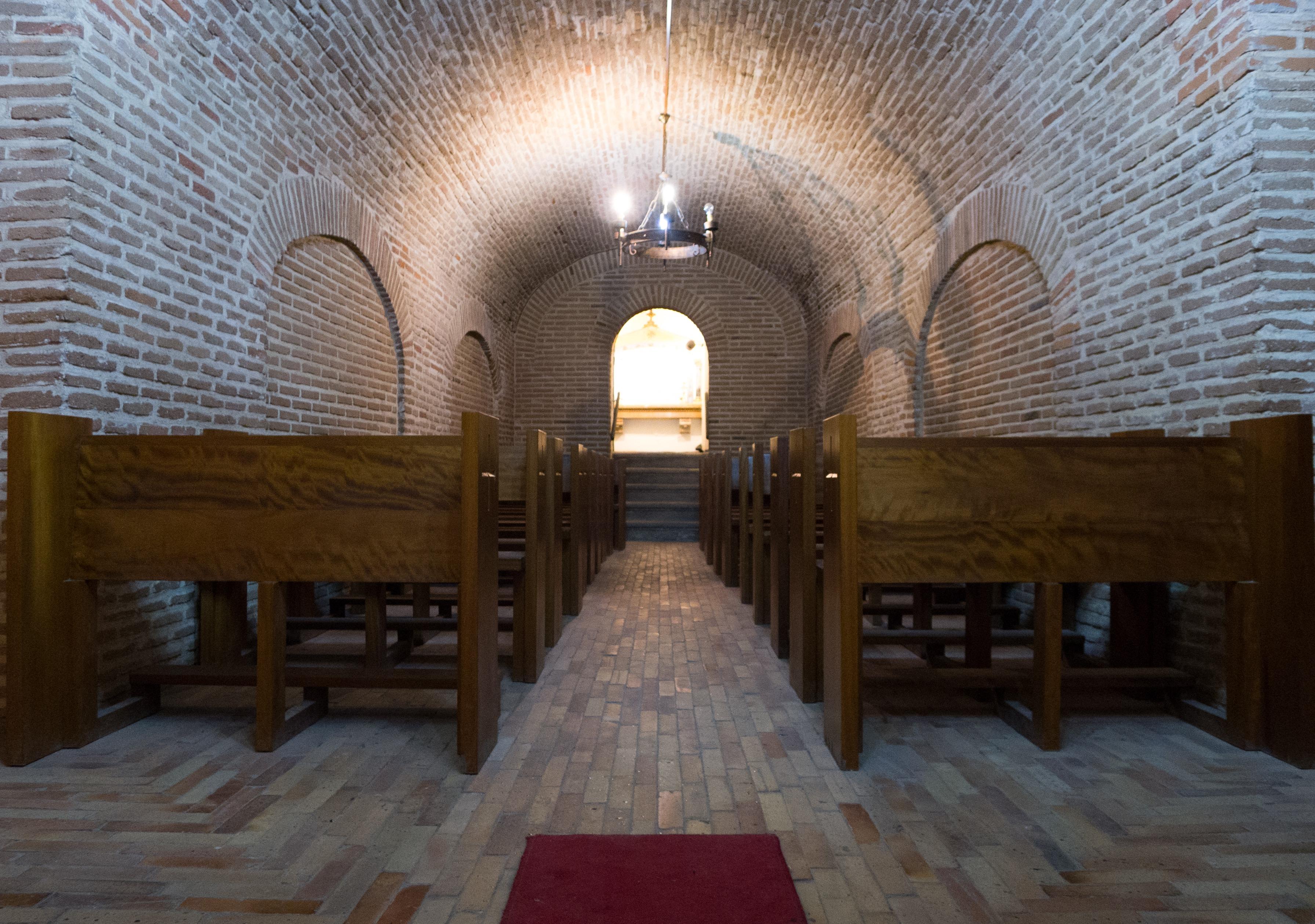 images gratuites lumi re sol b timent tunnel salle glise chapelle sous sol lieu de. Black Bedroom Furniture Sets. Home Design Ideas