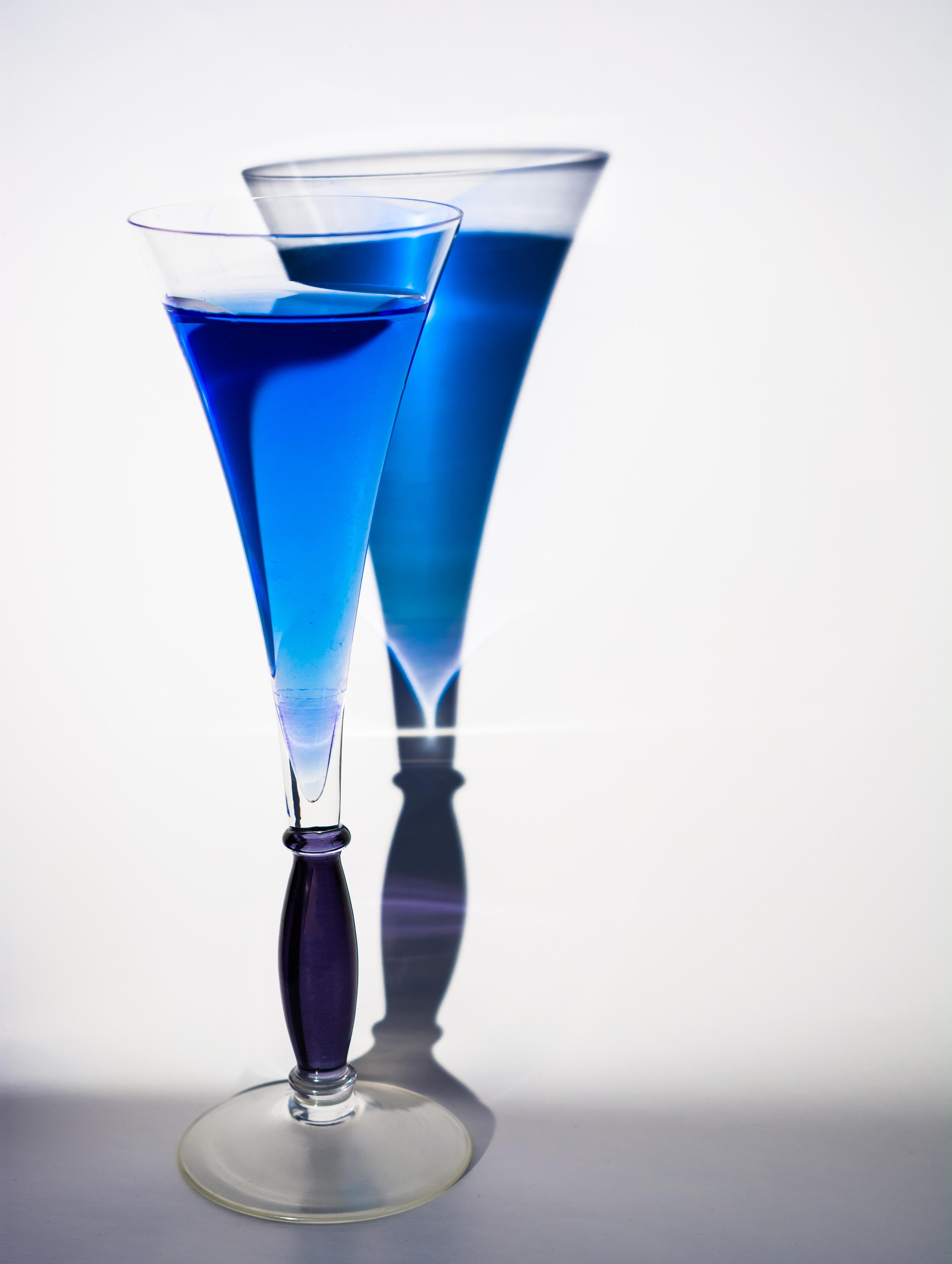 images gratuites lumi re ombre boisson cocktail martini verre de vin tasse boire. Black Bedroom Furniture Sets. Home Design Ideas