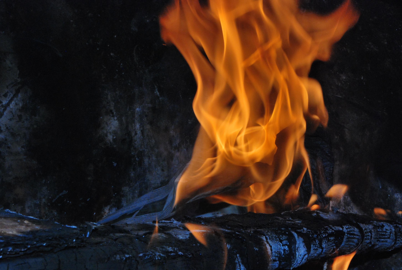 стеклянное украшение картинка пылающий огонь было