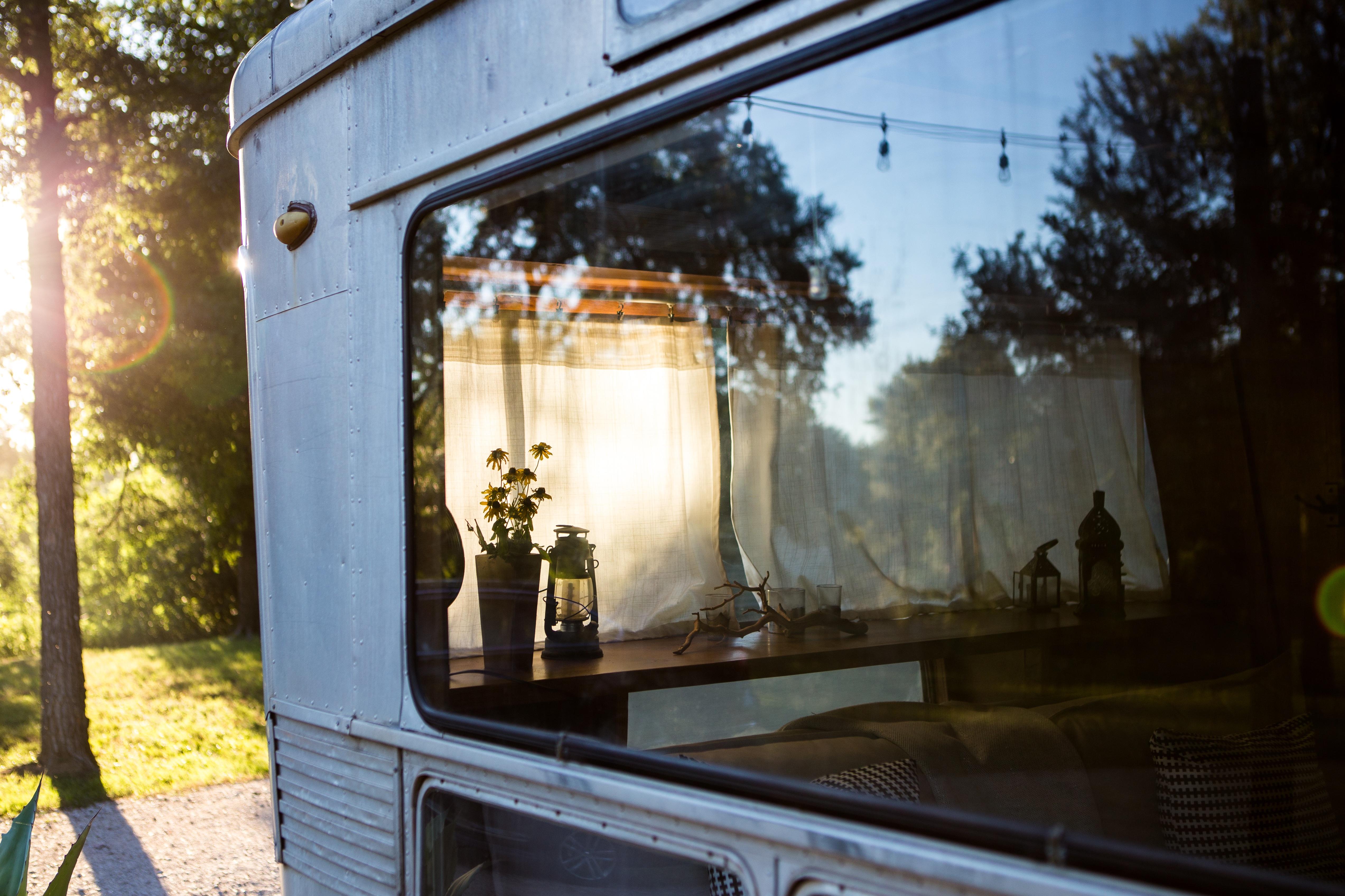 https://get.pxhere.com/photo/light-house-window-home-cottage-lighting-interior-design-1407093.jpg