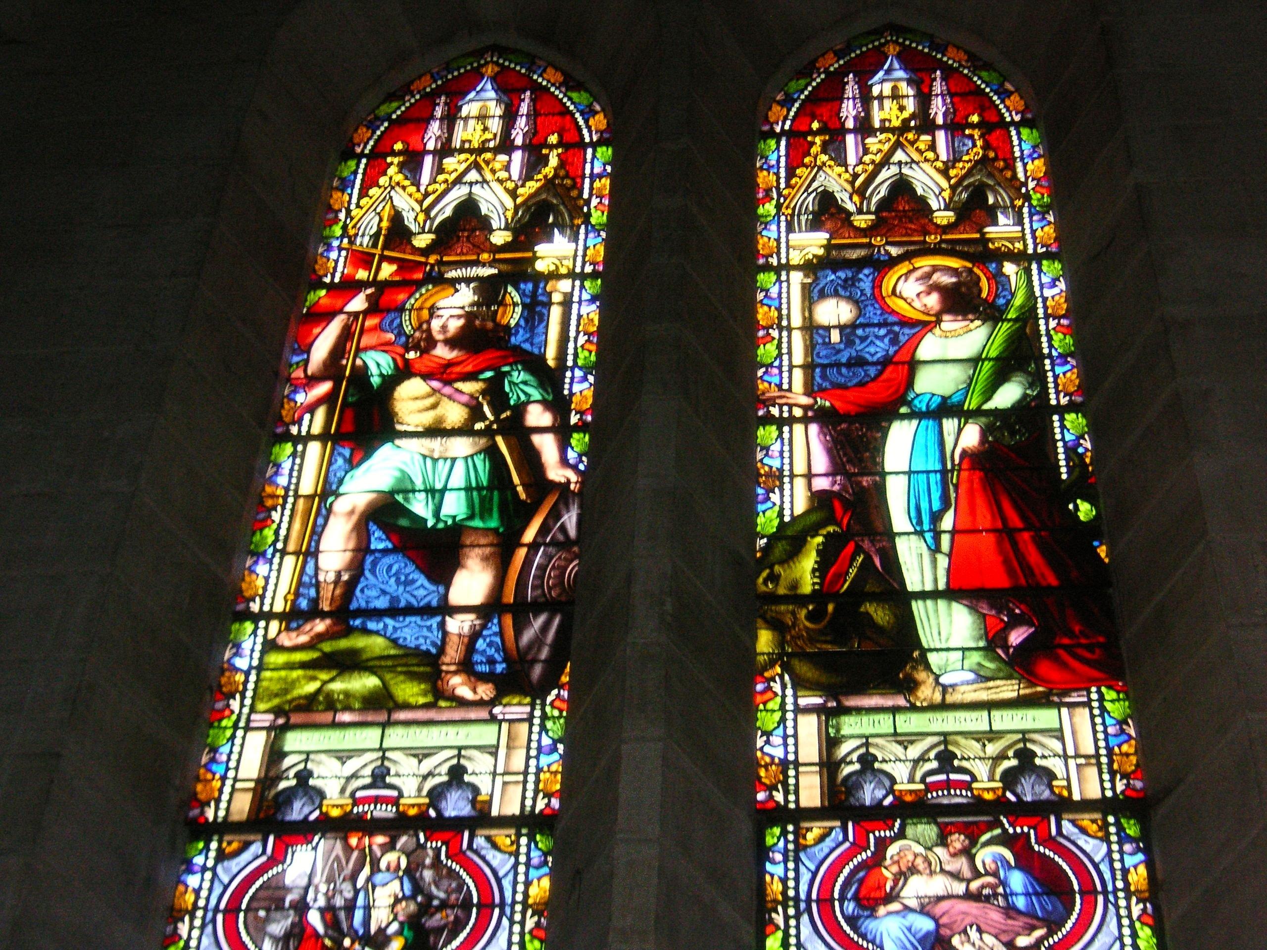 Free images light interior decoration pattern shine for Decoration fenetre vitrail