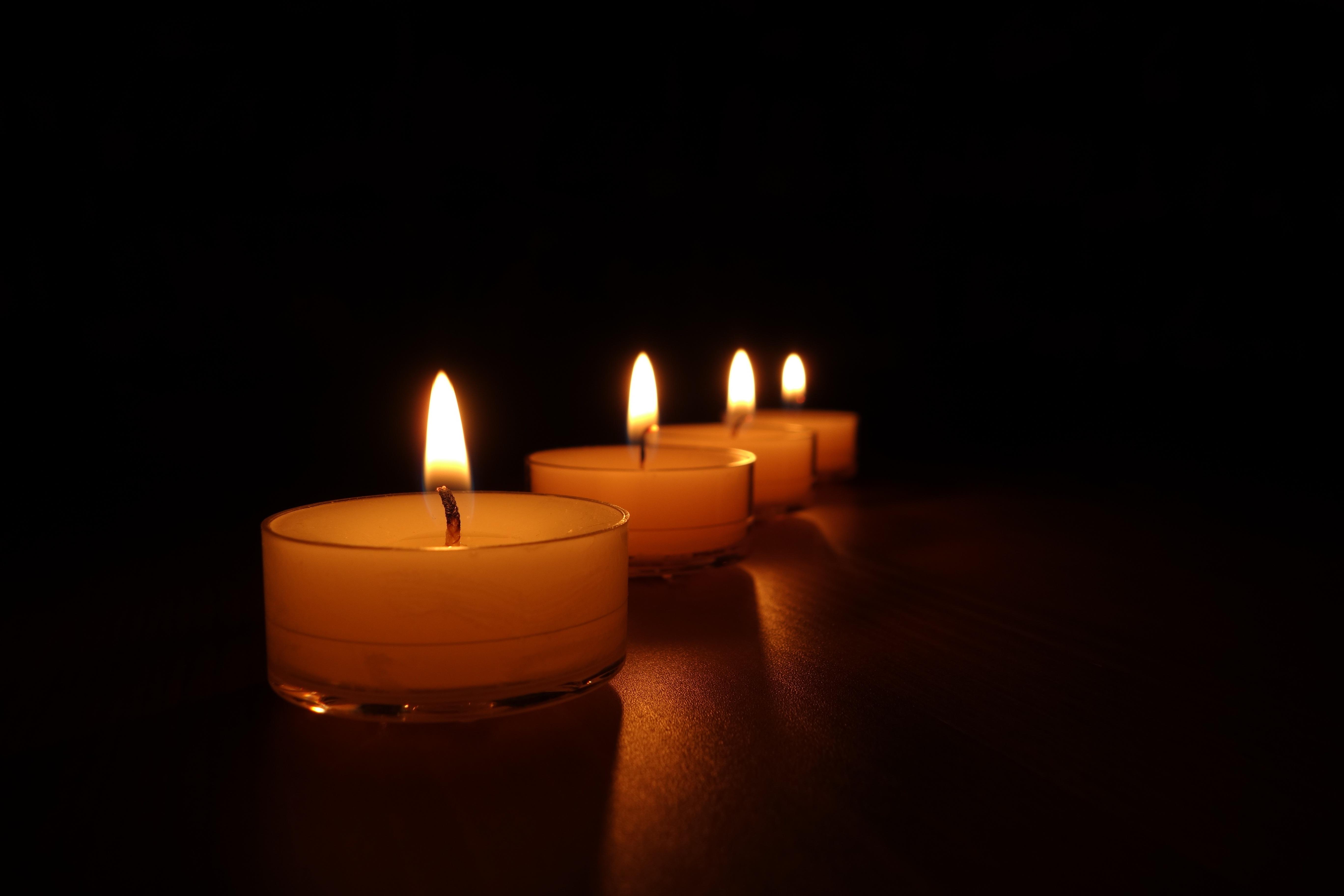 Licht Nacht  Atmosphäre Rot Flamme Romantik Romantisch Glühen Dunkelheit  Gelb Kerze Weihnachten Beleuchtung Leuchter Brennen