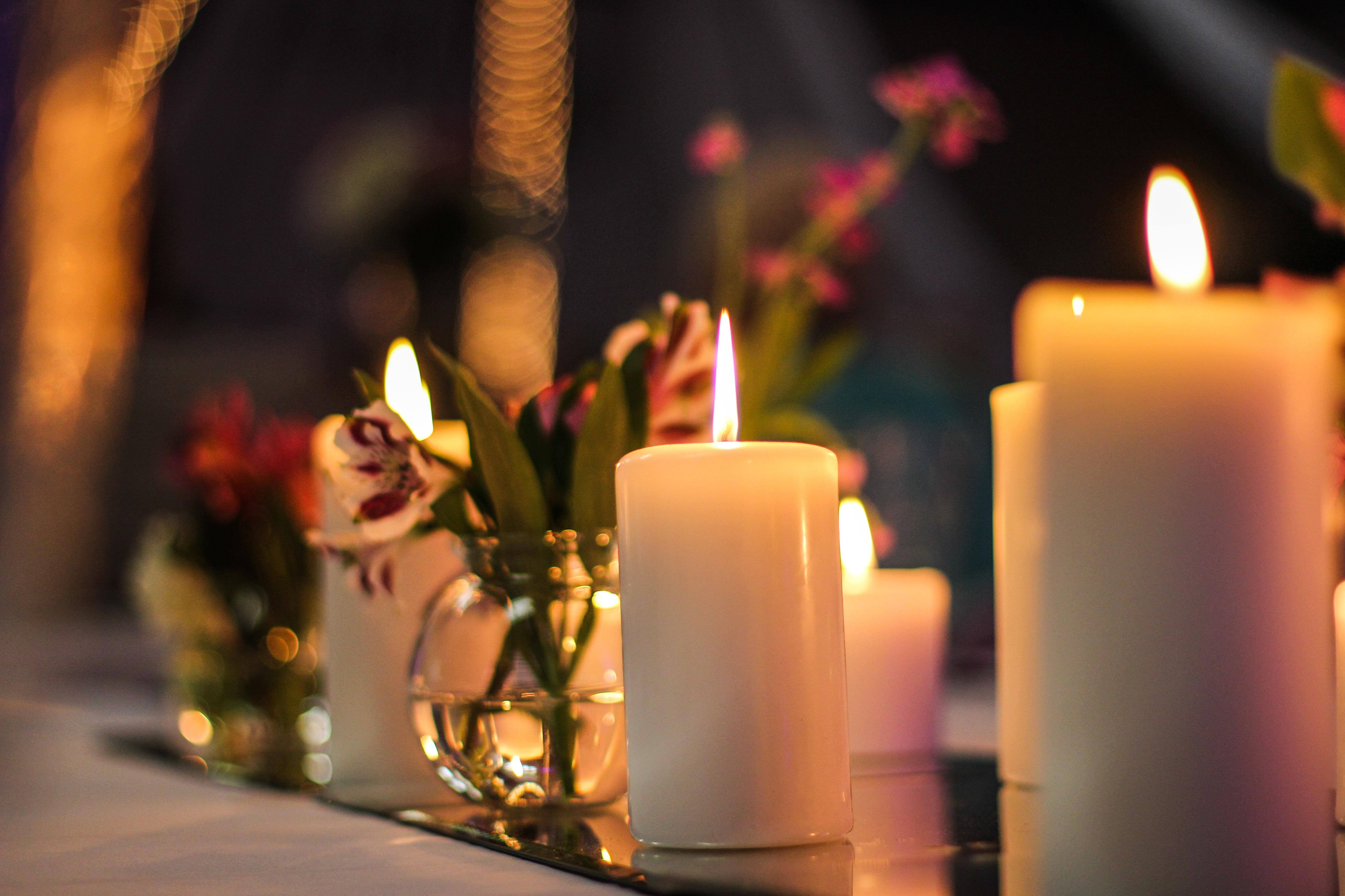 и будут свечи на столе гореть картинки делятся эмиссии предварительным