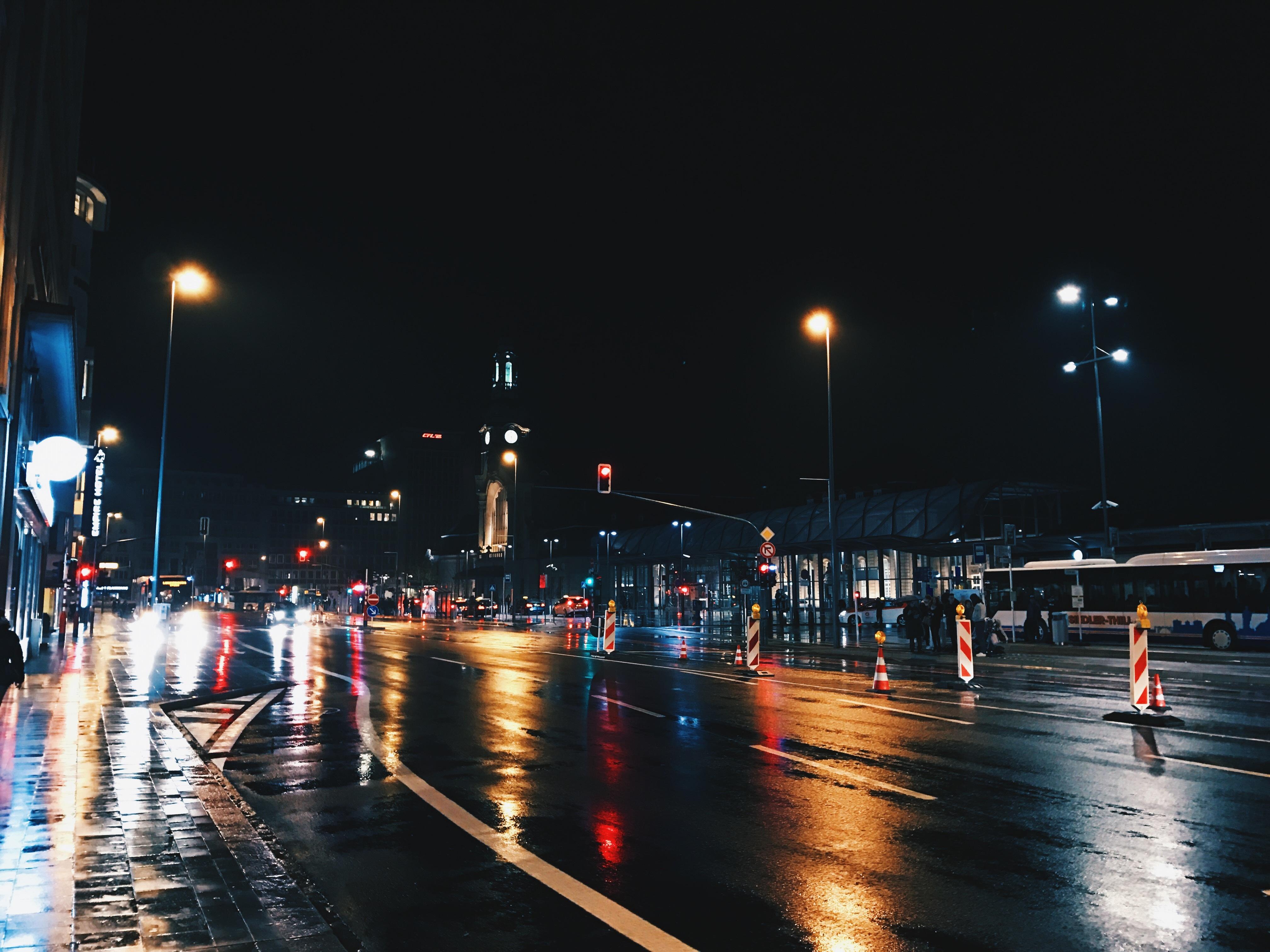 Gambar Cahaya Malam Orang Banyak Pemandangan Kota Kegelapan