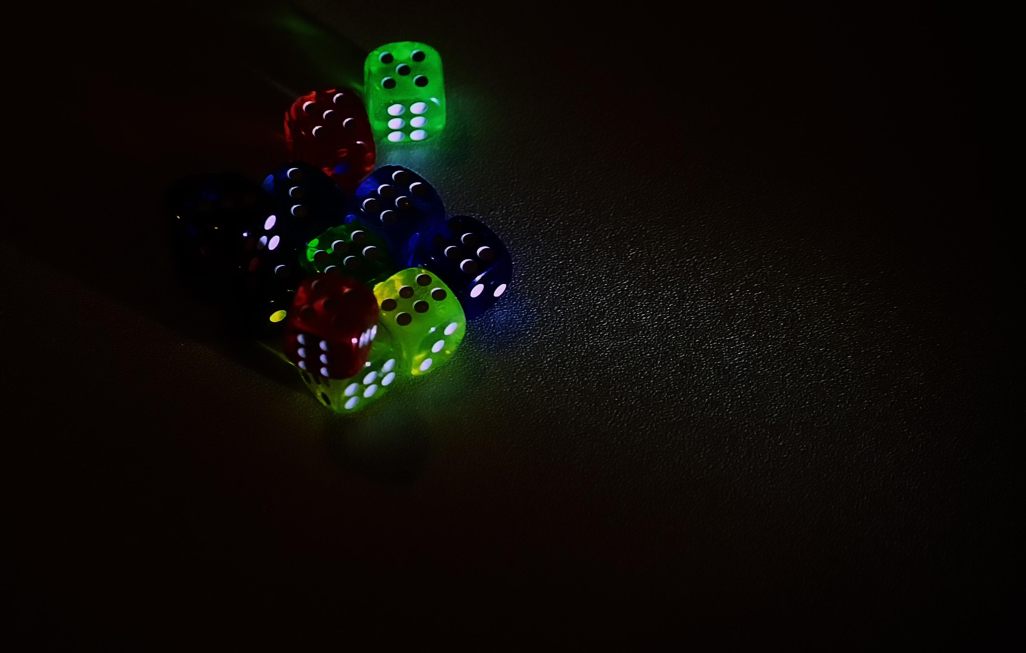 無料画像 光 夜 ダーク 緑 屋内 闇 点灯 クリスマスの飾り サイコロ ダイス スクリーンショット マクロ撮影 クリスマスのあかり コンピュータの壁紙 3504x2232 無料写真 Pxhere