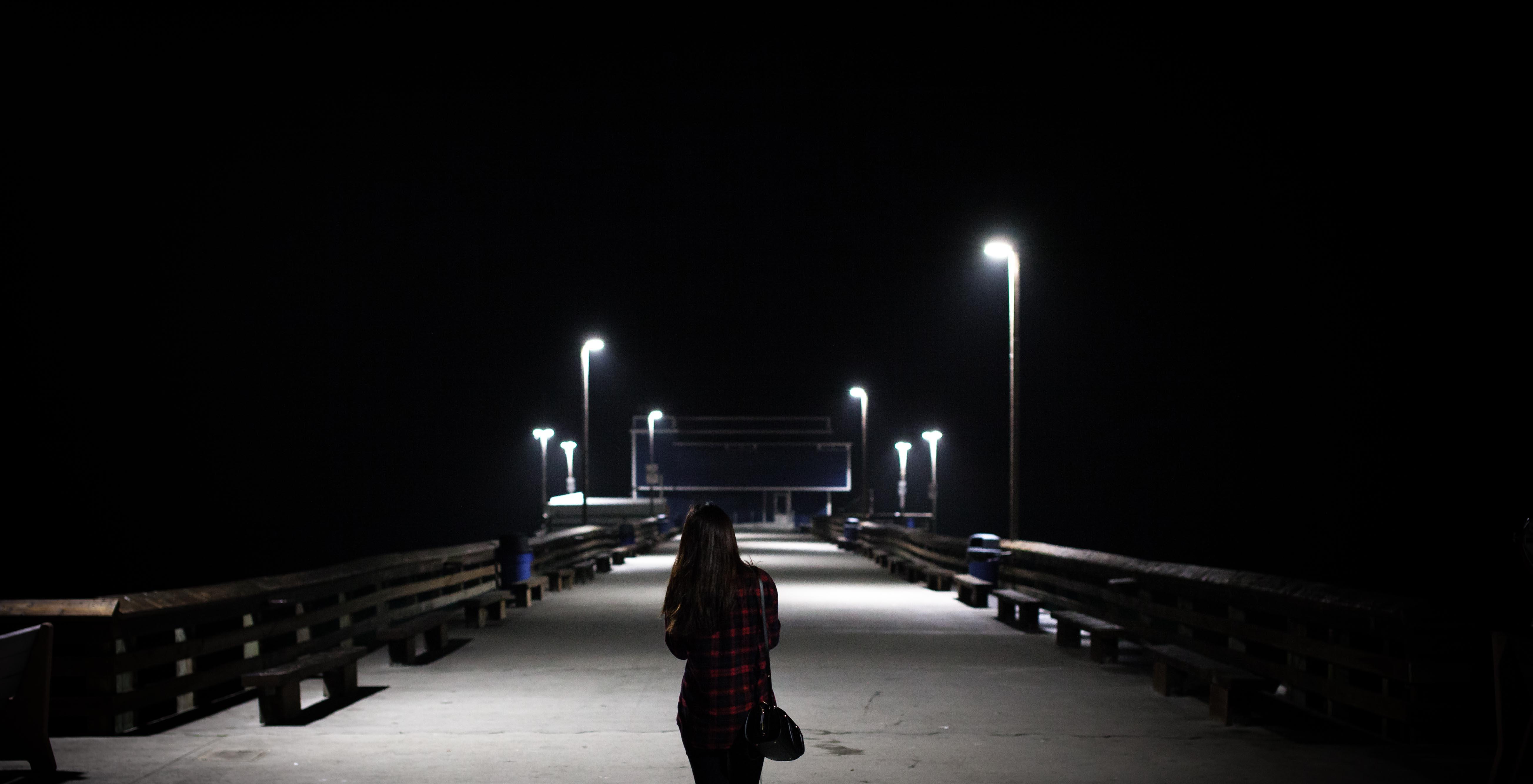 無料画像 : 光, 夜, 闇, 街路灯, 点灯, 照明器具 5214x2668