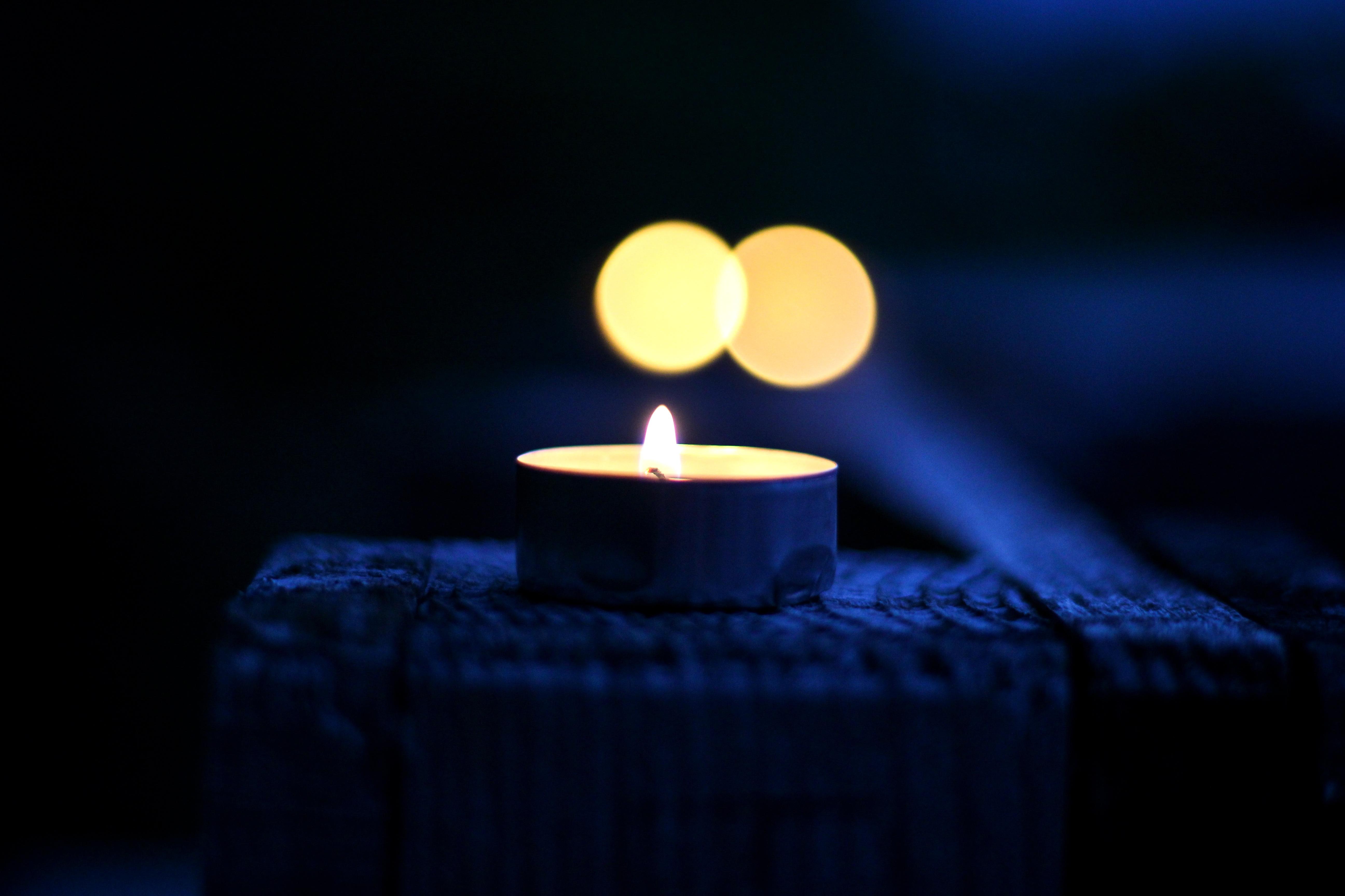 словам картинка свеча горящая ночью список агентств