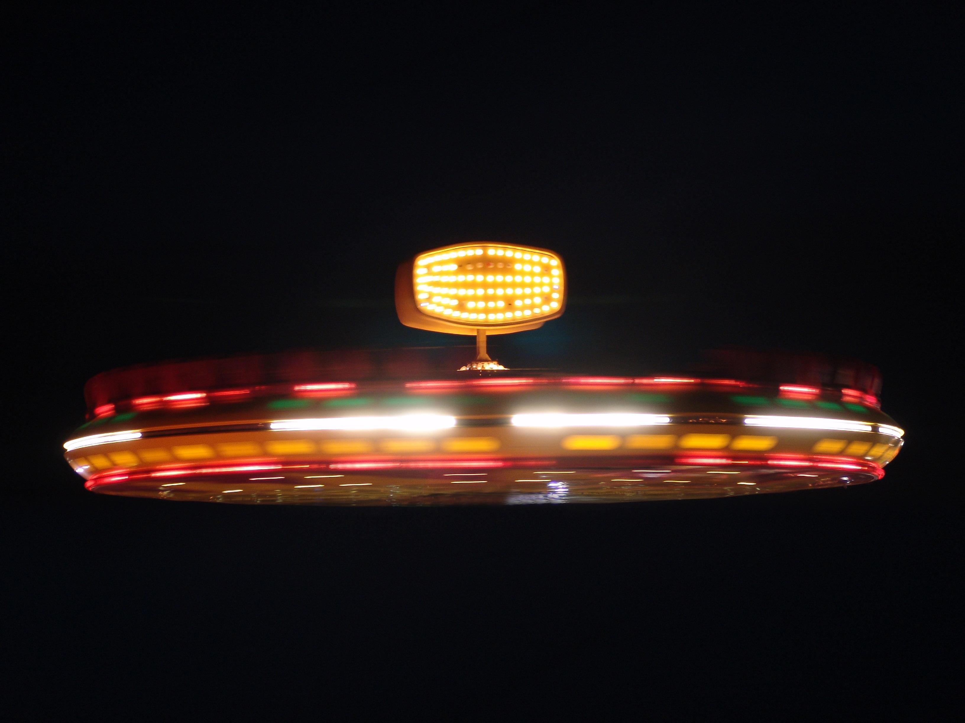 Images Gratuites : lumière, nuit, mouche, foncé, carrousel ...