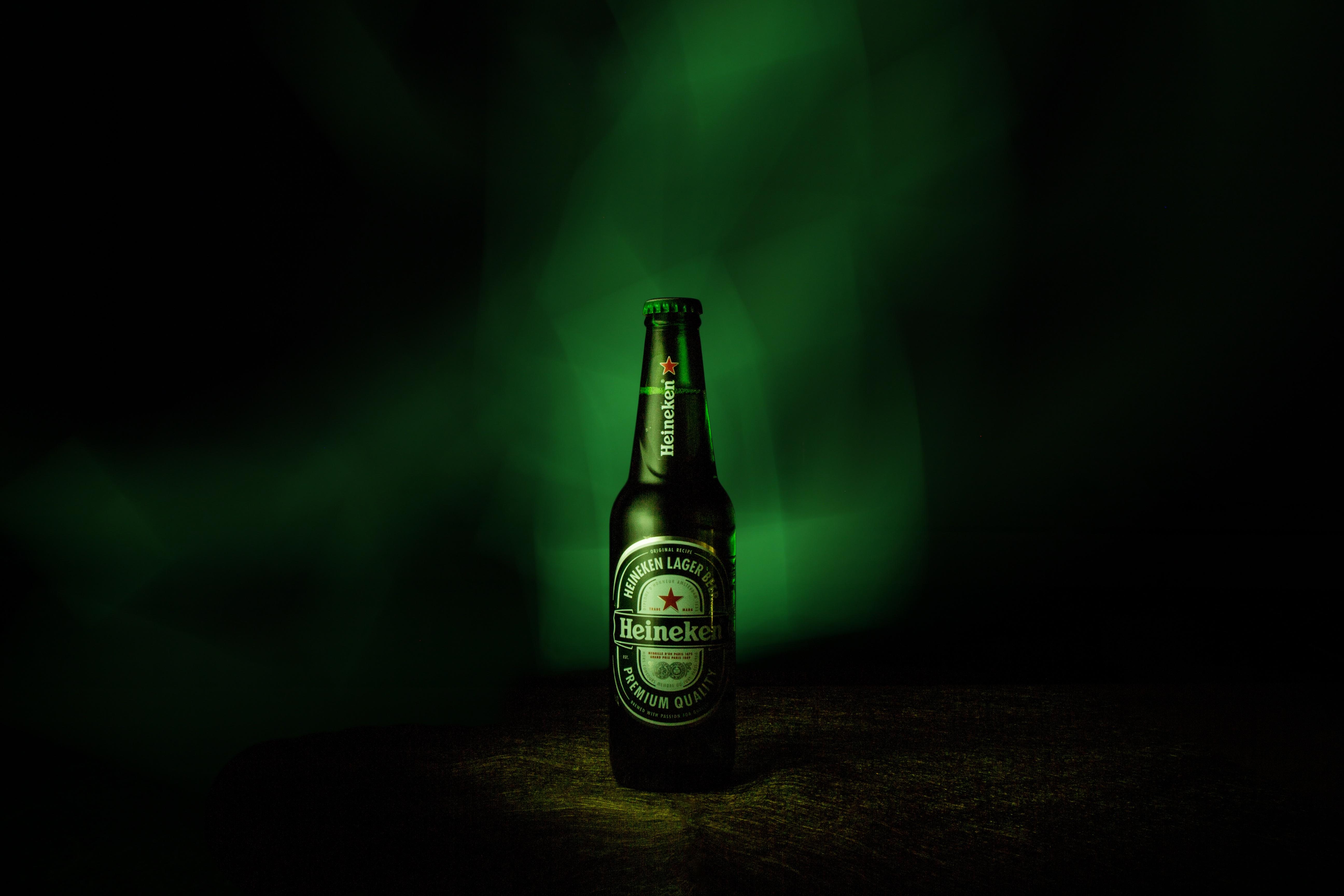 Картинка бутылка пива на столе