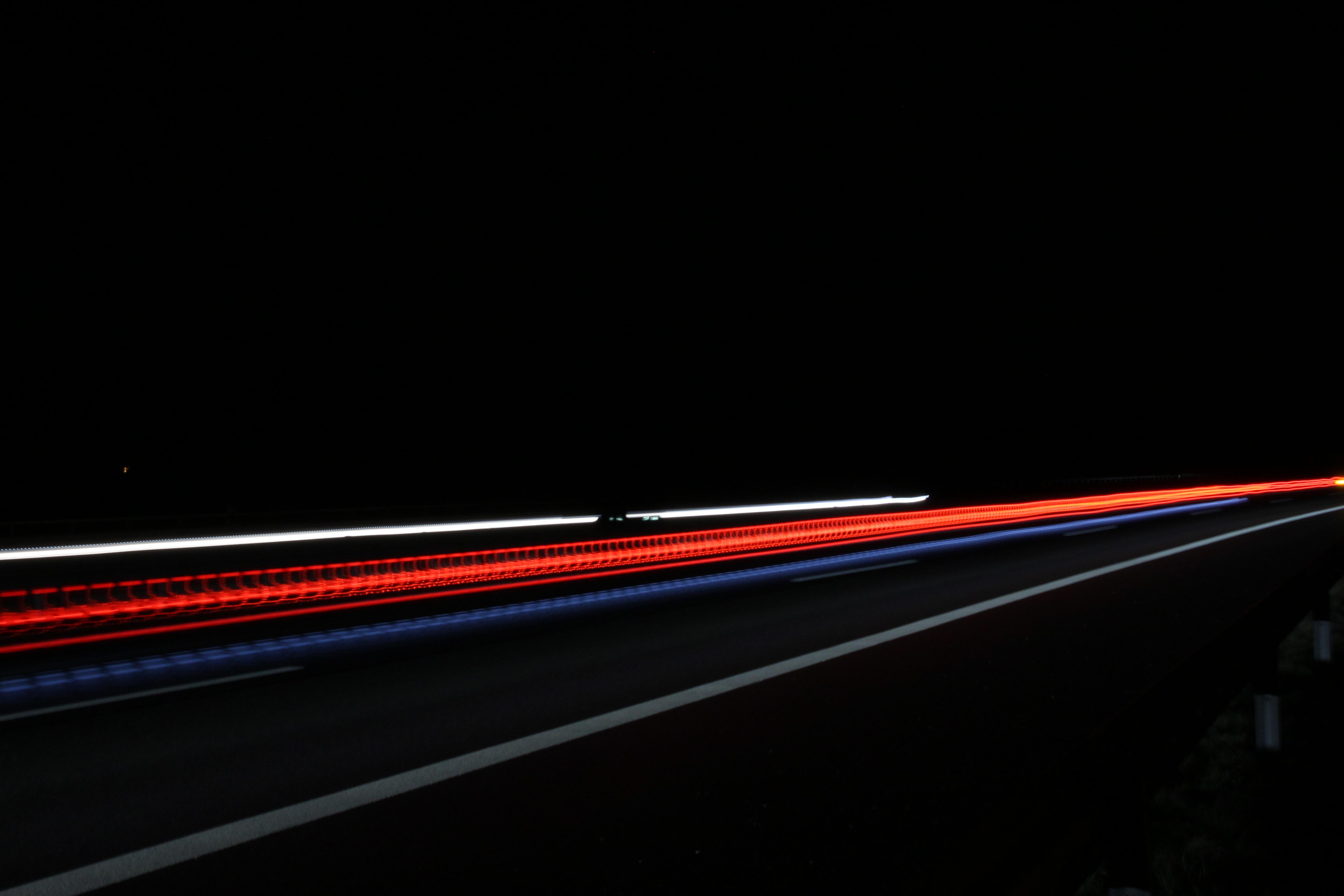 kostenlose foto licht nacht autobahn linie fahrzeug auto dunkelheit beleuchtung laser. Black Bedroom Furniture Sets. Home Design Ideas