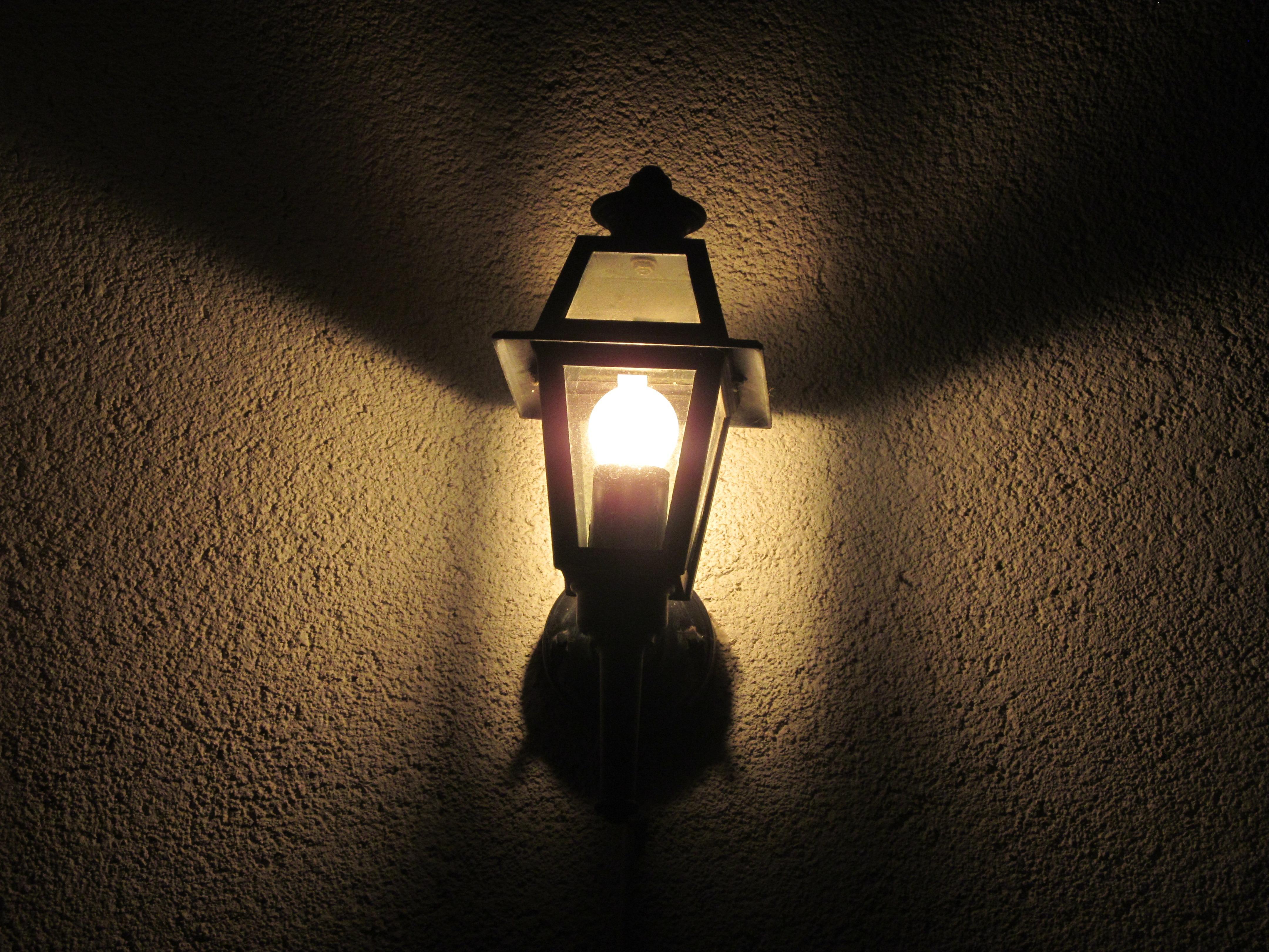 Картинка лампочки в темноте