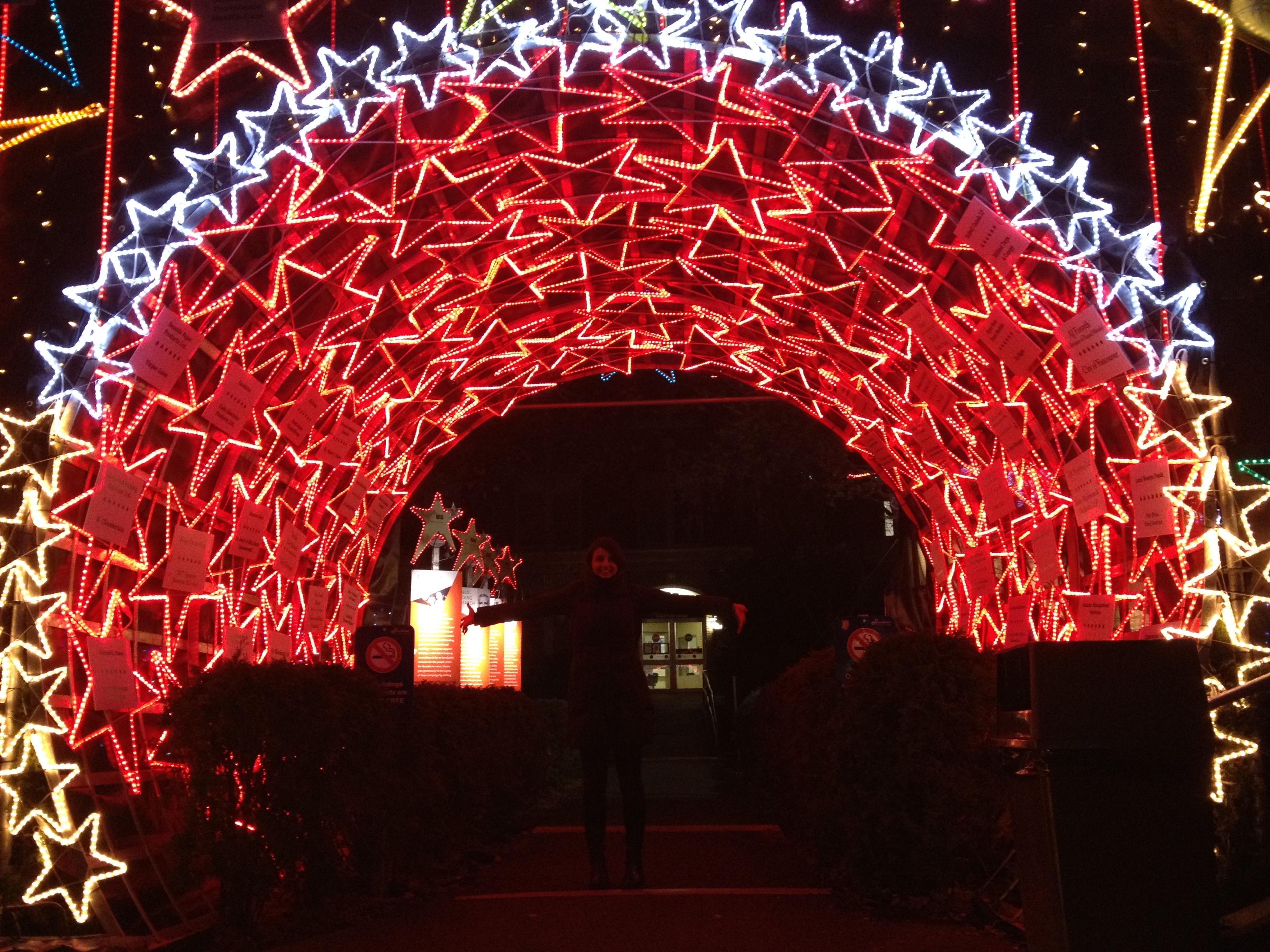 무료 이미지 : 빛, 밤, 원근법, 터널, 아치, 빨간, 휴일, 밴쿠버, 화려한, 네온, 크리스마스 장식 ...