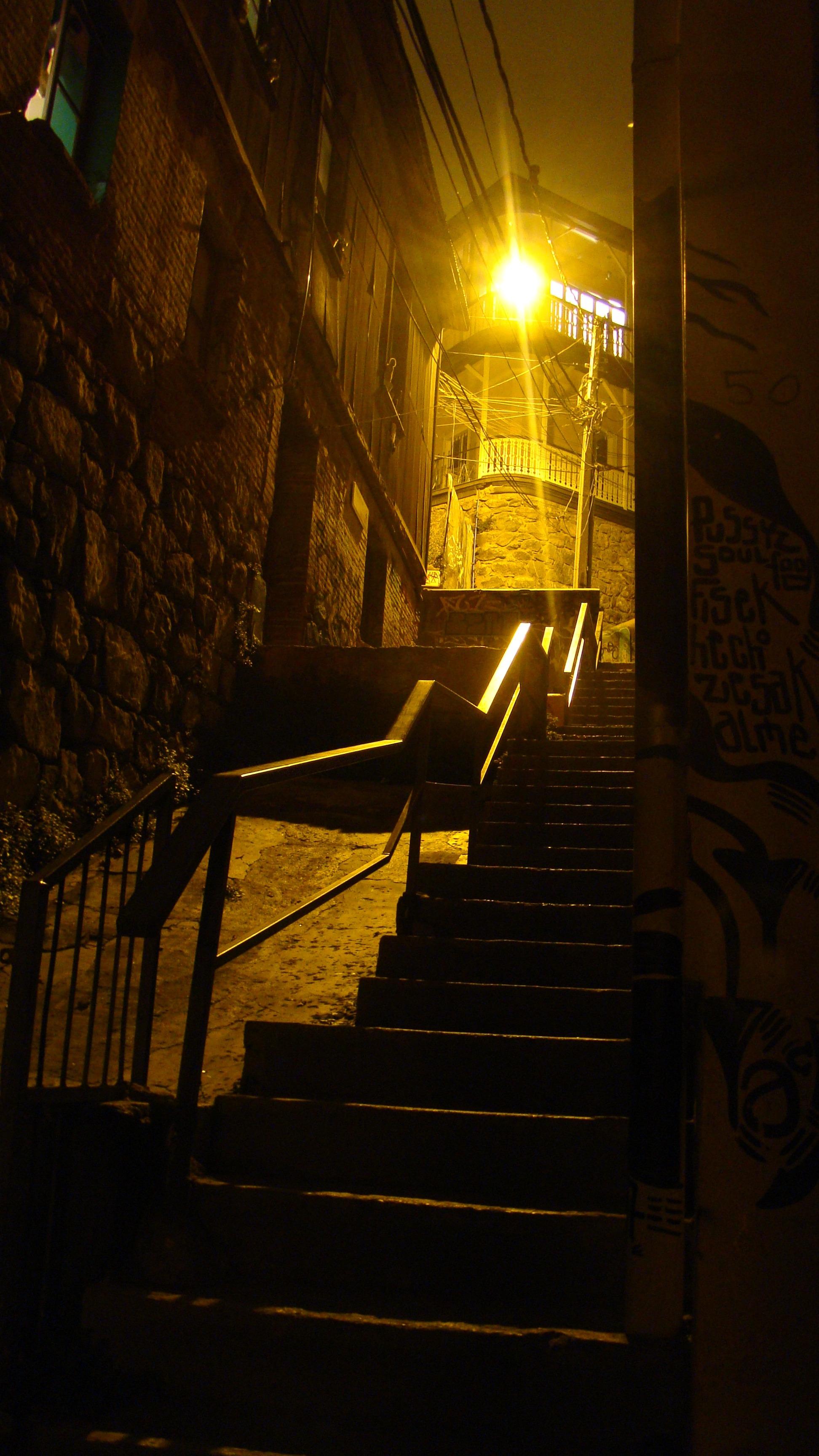 Amazing Licht Nacht  Sonnenlicht Innere Gebäude Gasse Städtisch Mauer Treppe  Betrachtung Amerika Dunkelheit Beleuchtung Chile Süd