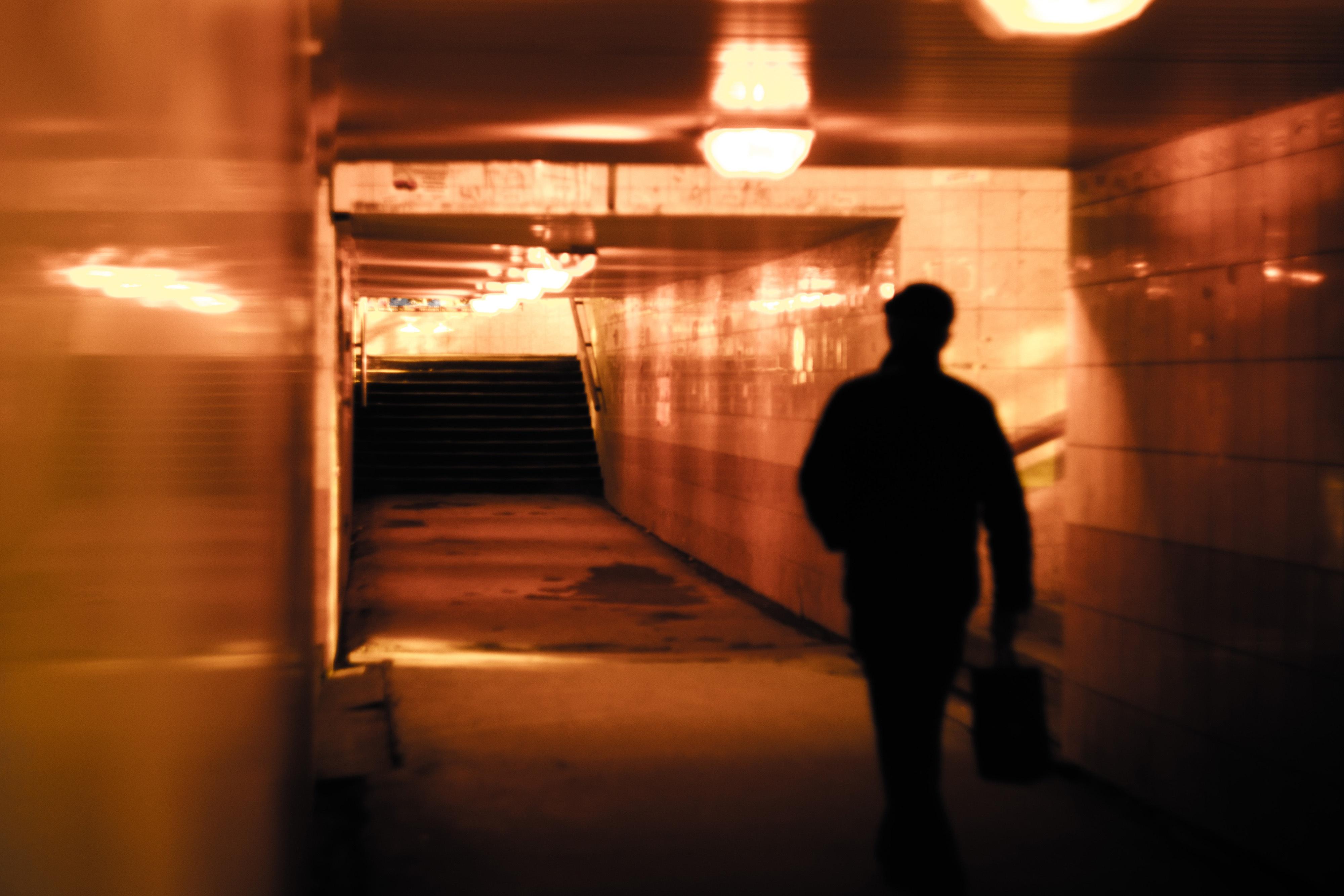 Gratis Afbeeldingen : licht, nacht, tunnel, metro, lopen, avond ...