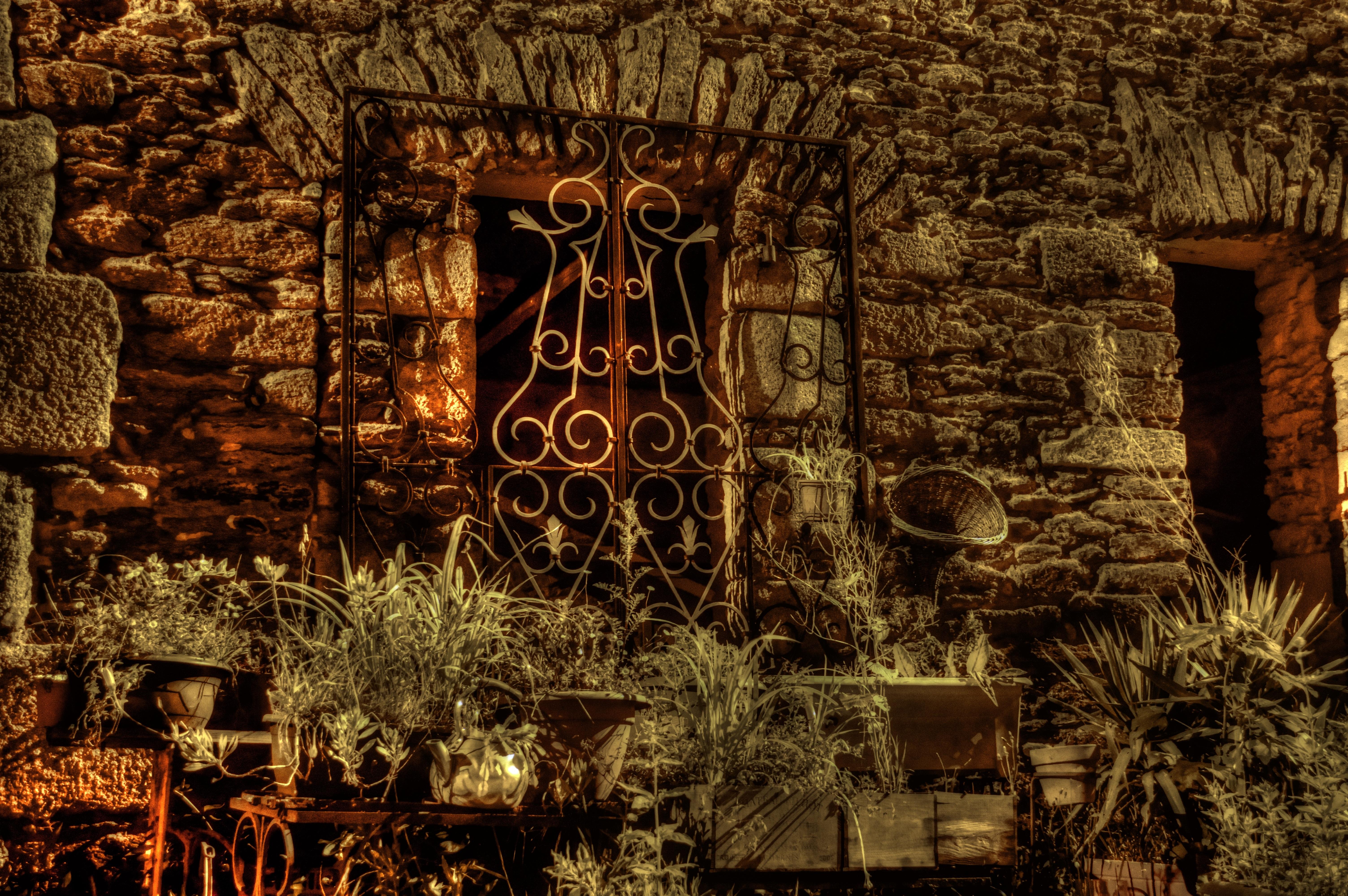 Images gratuites lumi re plante nuit fen tre vieux for Eclairage facade noel