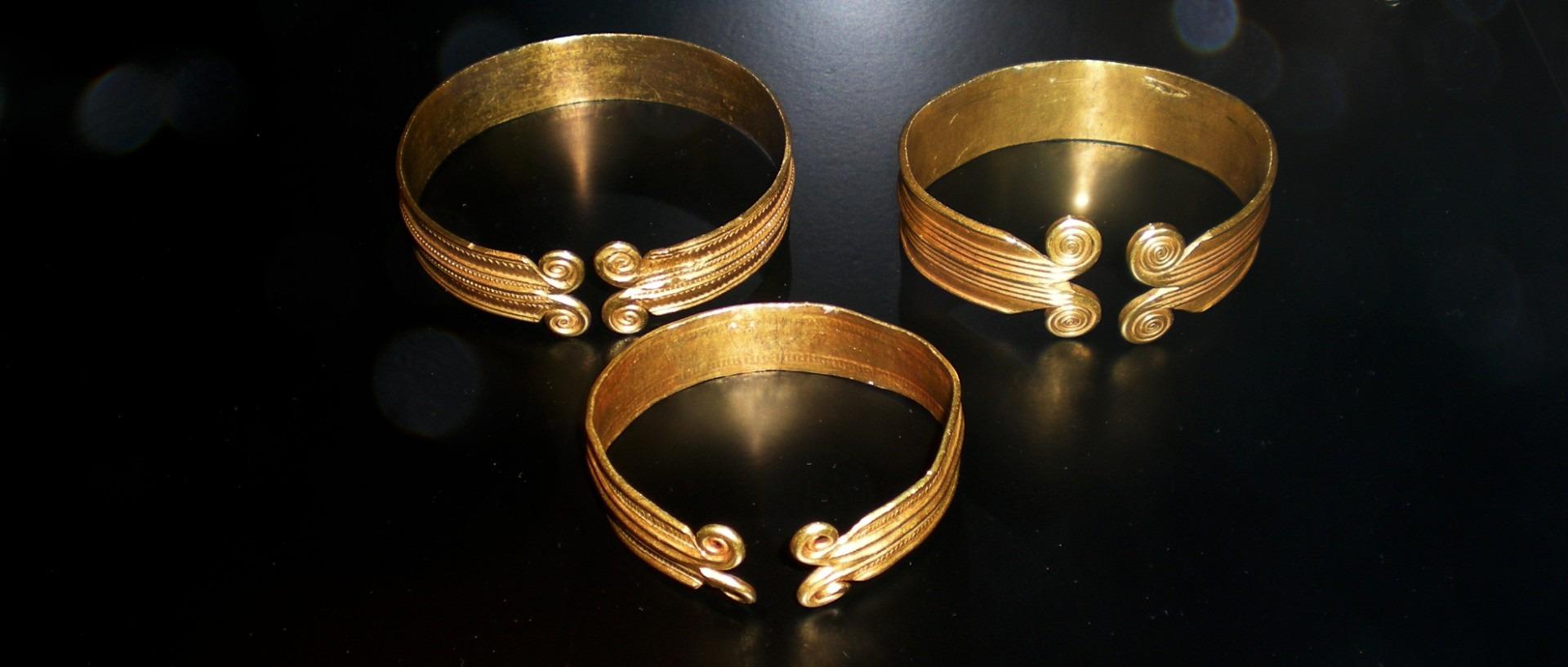 Gratis Afbeeldingen : licht, ring, gouden, museum, primitief, metaal ...