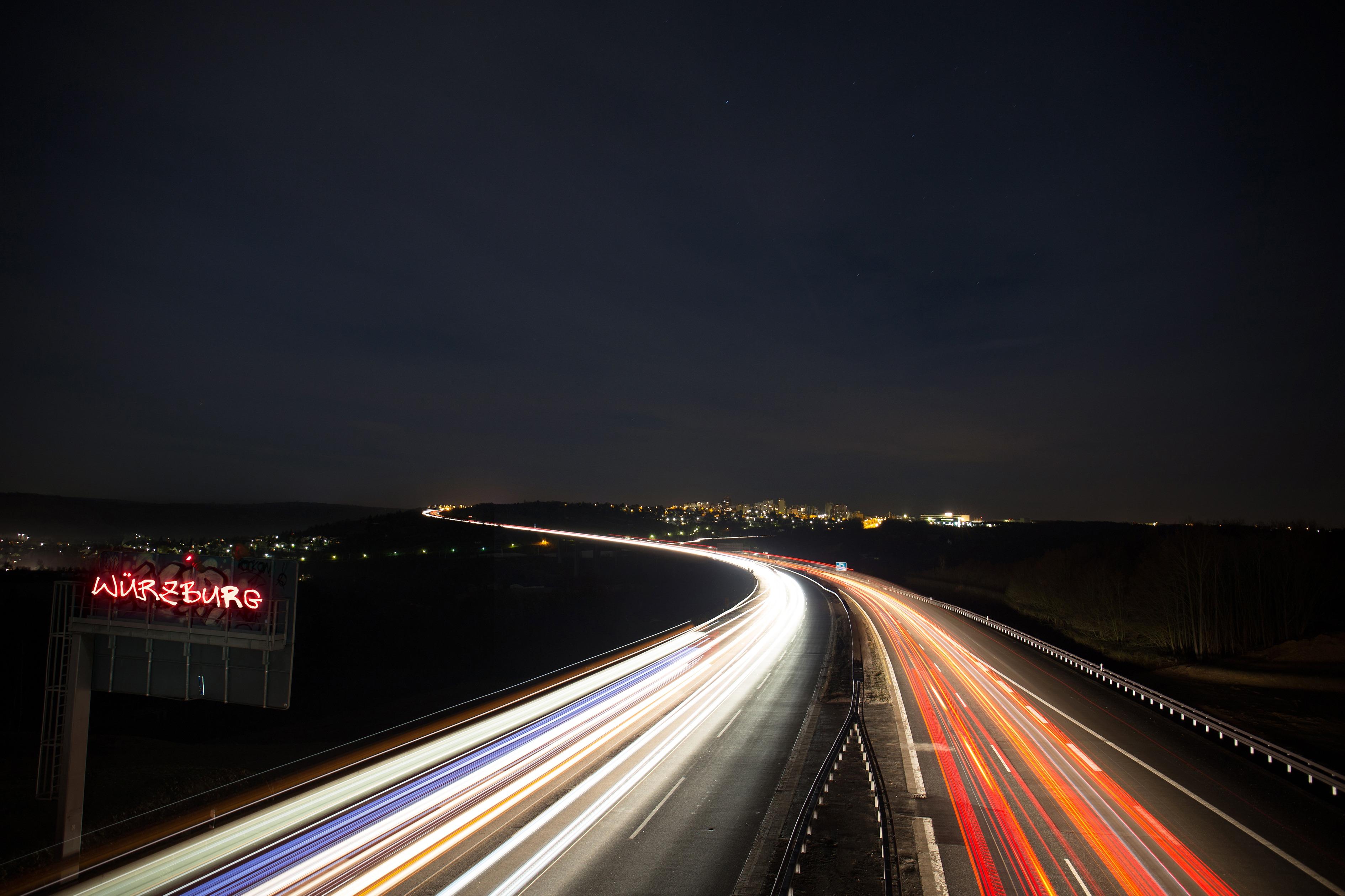 поздравление вечерний красивое фото ночной трассы из авто пространства