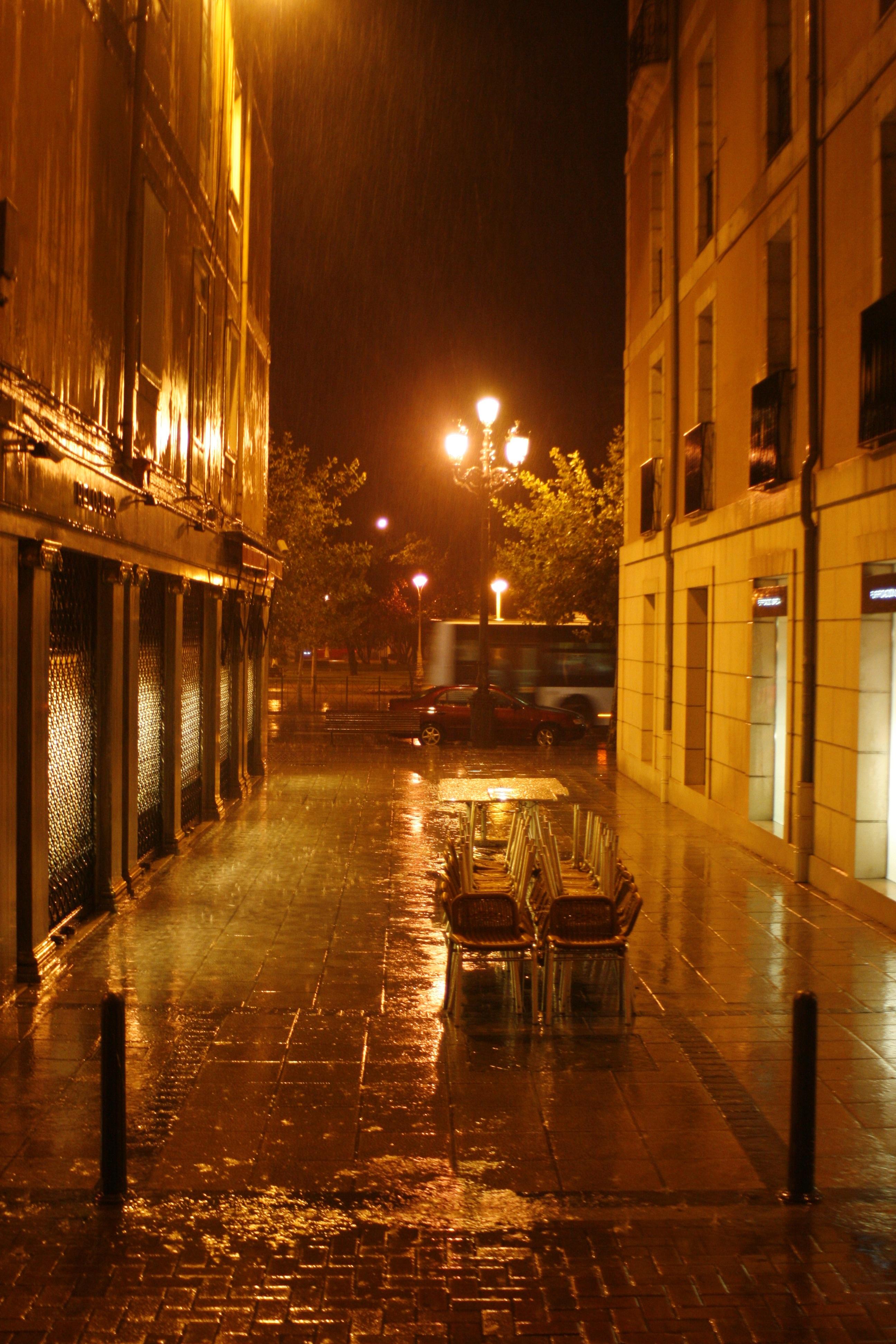 картинки дождливой улицы ночью самое распространенное