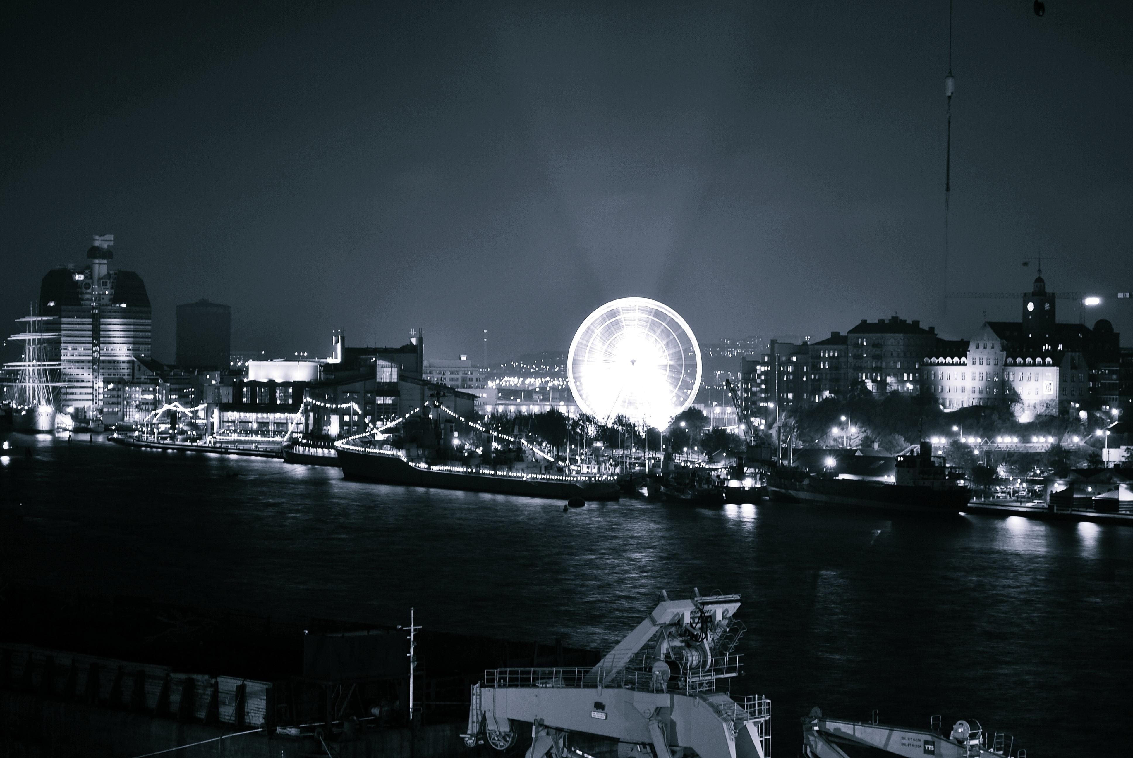 Картинки город и луна