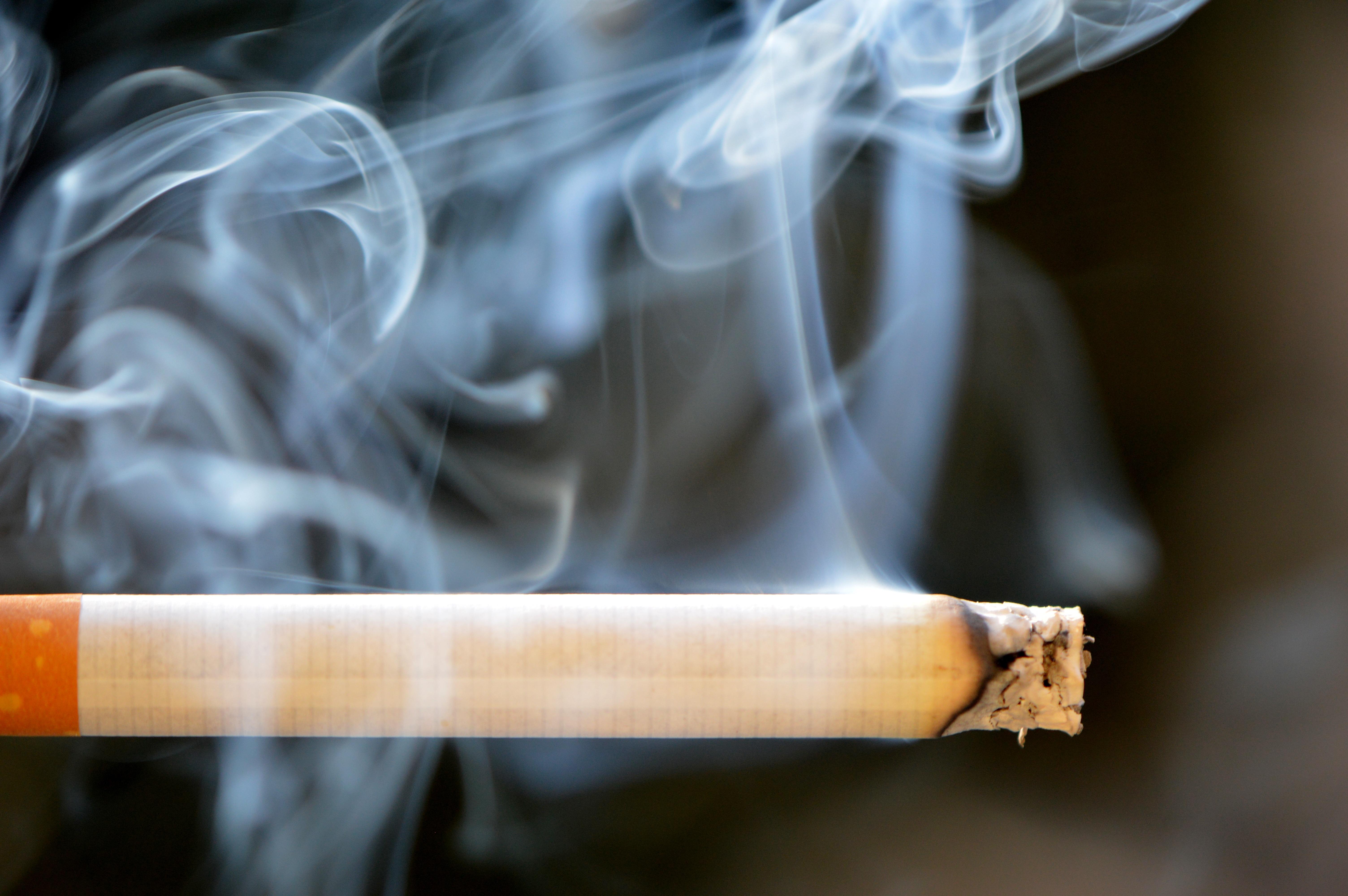Дымящая сигарета картинки