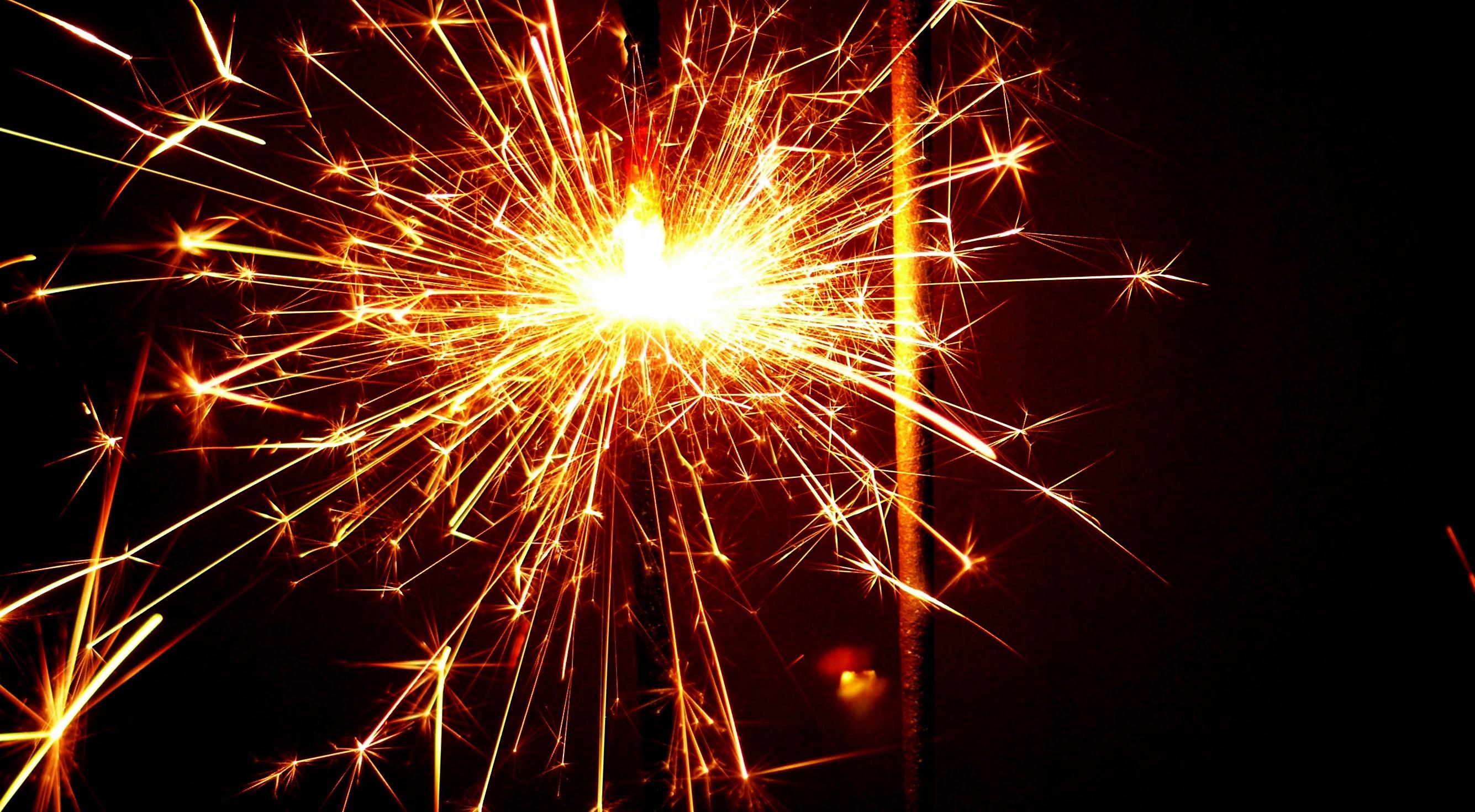 ingyenes újévi képek Ingyenes képek : fény, csillagszóró, ünneplés, Tűz, tűzijáték  ingyenes újévi képek