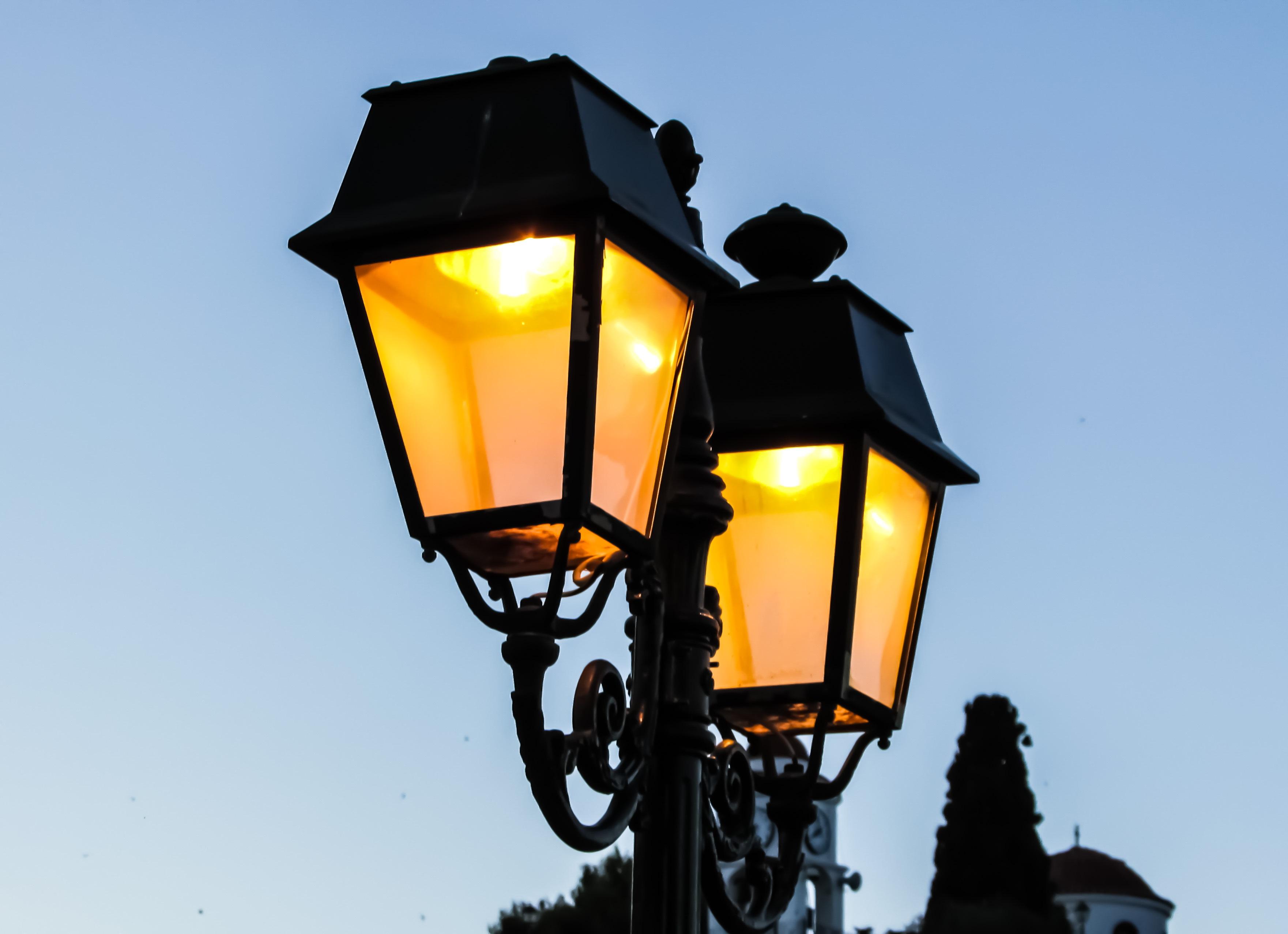 Light Summer Evening Vehicle Street Light Lamp Yellow Lighting Traffic Light  Illuminated Light Fixture Greece Elegance